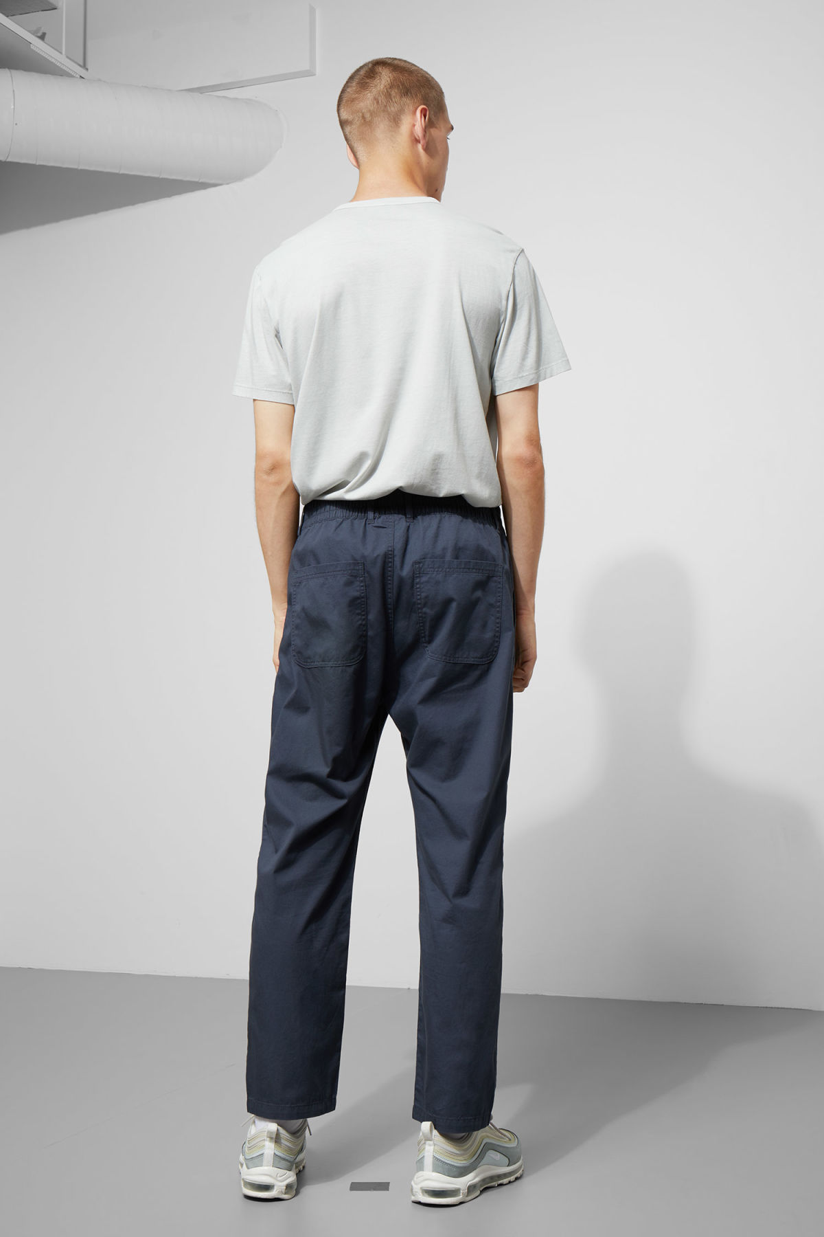 Model back image of Weekday bosse trousers in blue