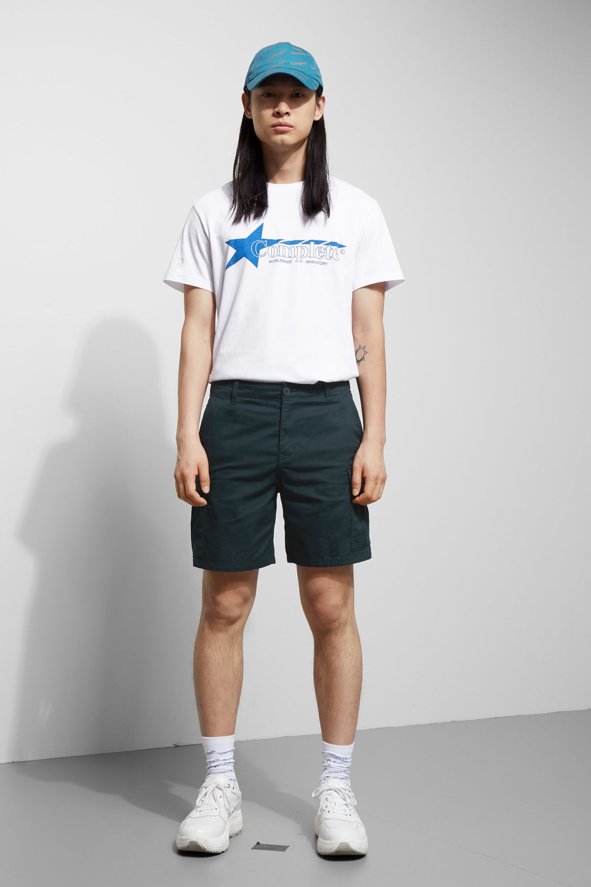Model front image of Weekday norman shorts in blue