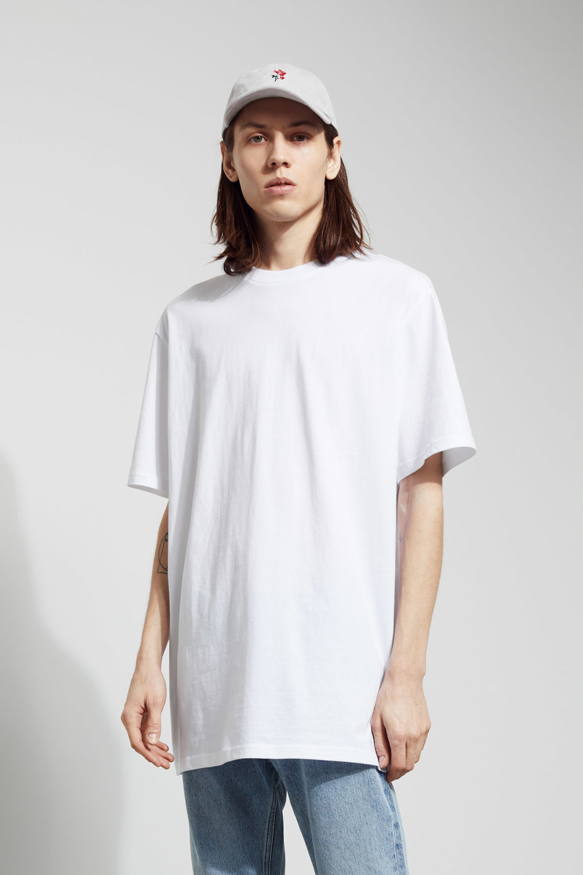 Model front image of Weekday lille long t-shirts in white