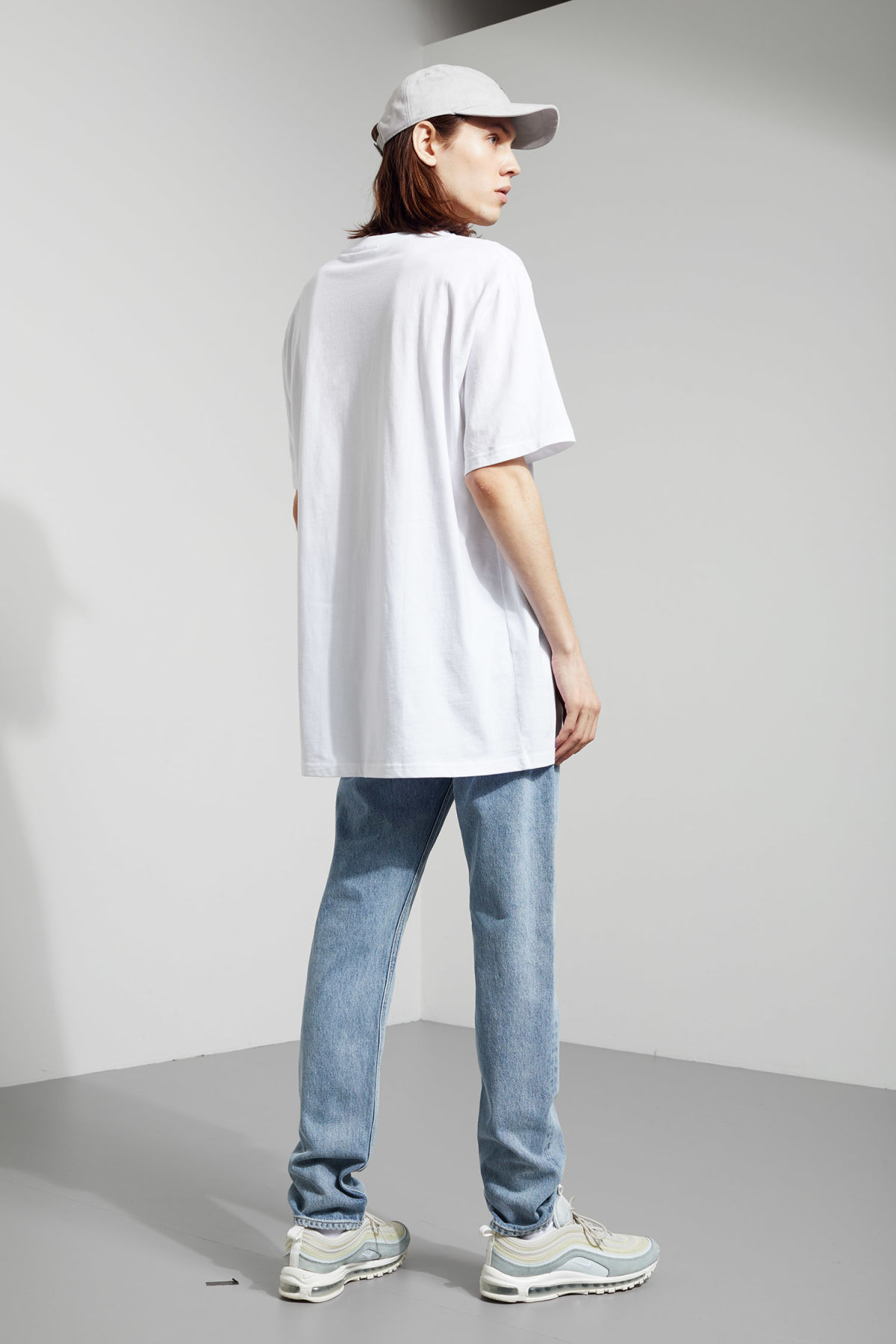 Model side image of Weekday lille long t-shirts in white