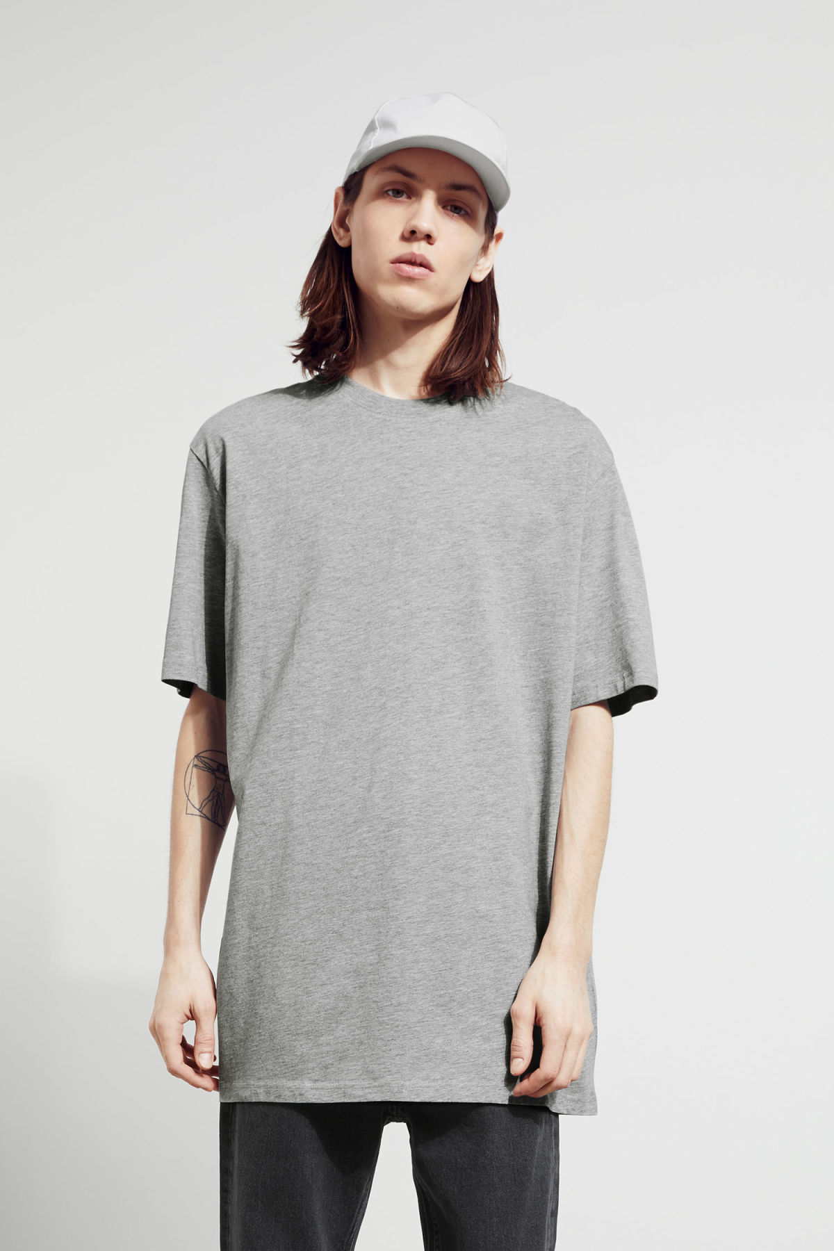 Model front image of Weekday lille long t-shirts in grey