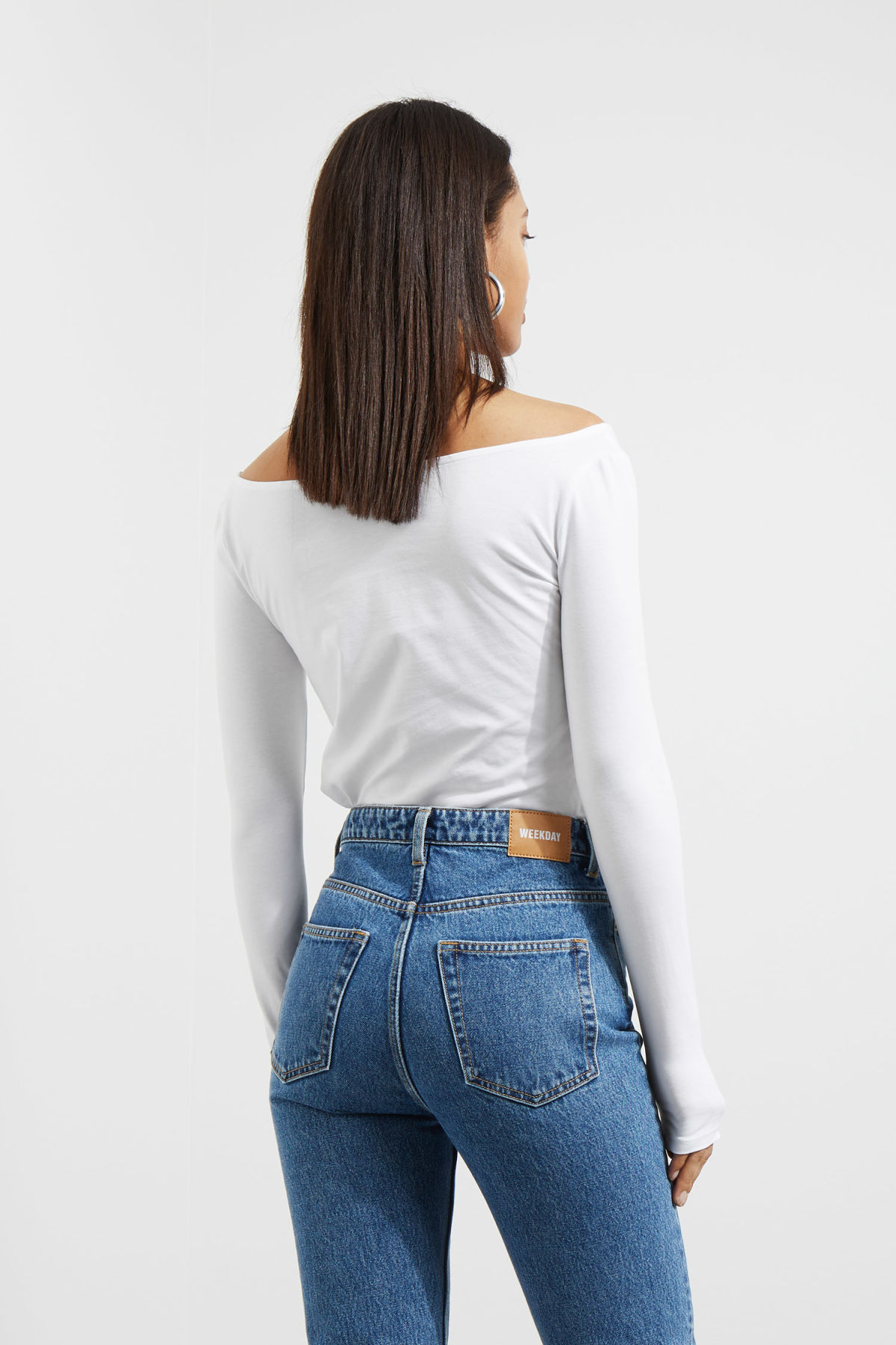 Model back image of Weekday line long sleeve in white