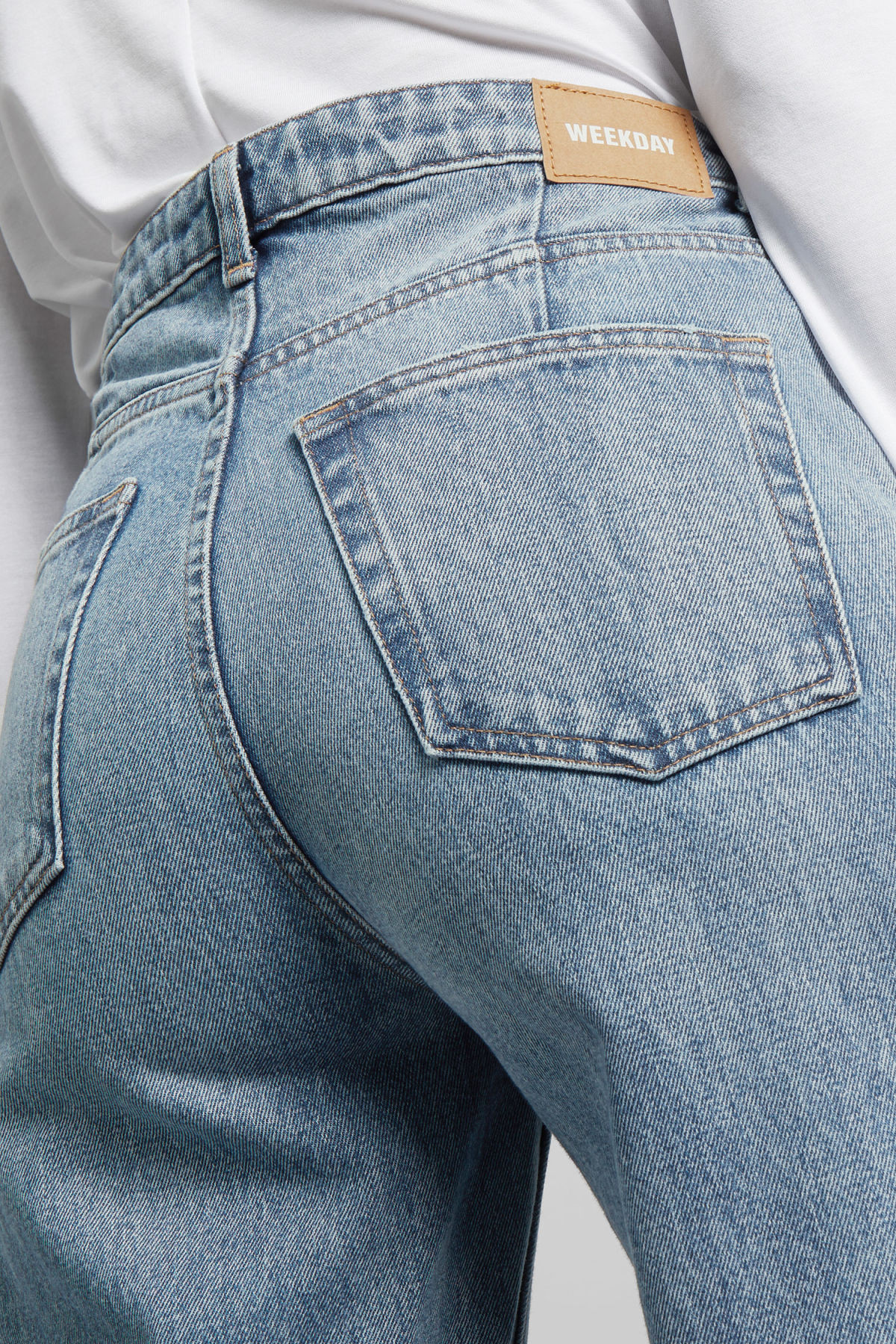 Model side image of Weekday ace san fran blue jeans in blue