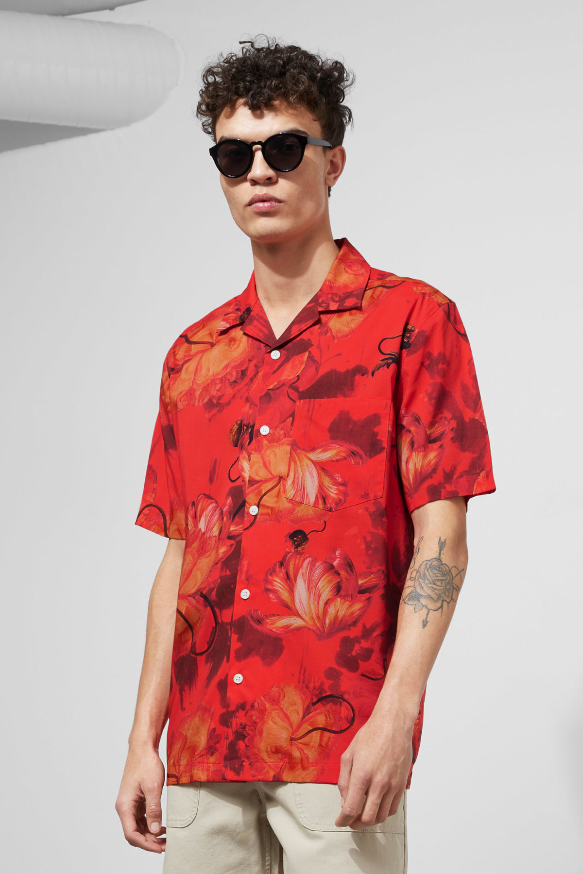Model front image of Weekday chill hawaii shirt in red