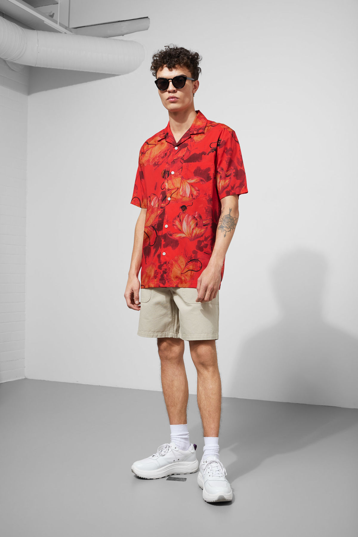 Model side image of Weekday chill hawaii shirt in red