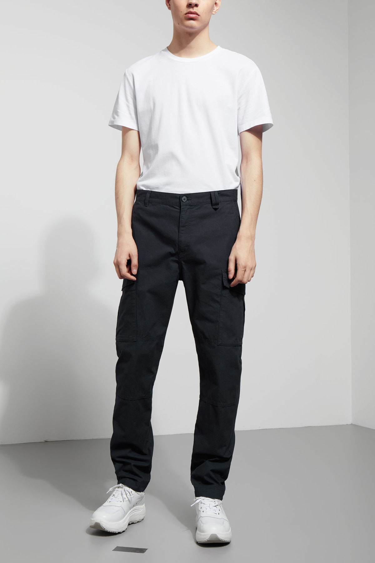Model front image of Weekday craft pocket trousers in blue