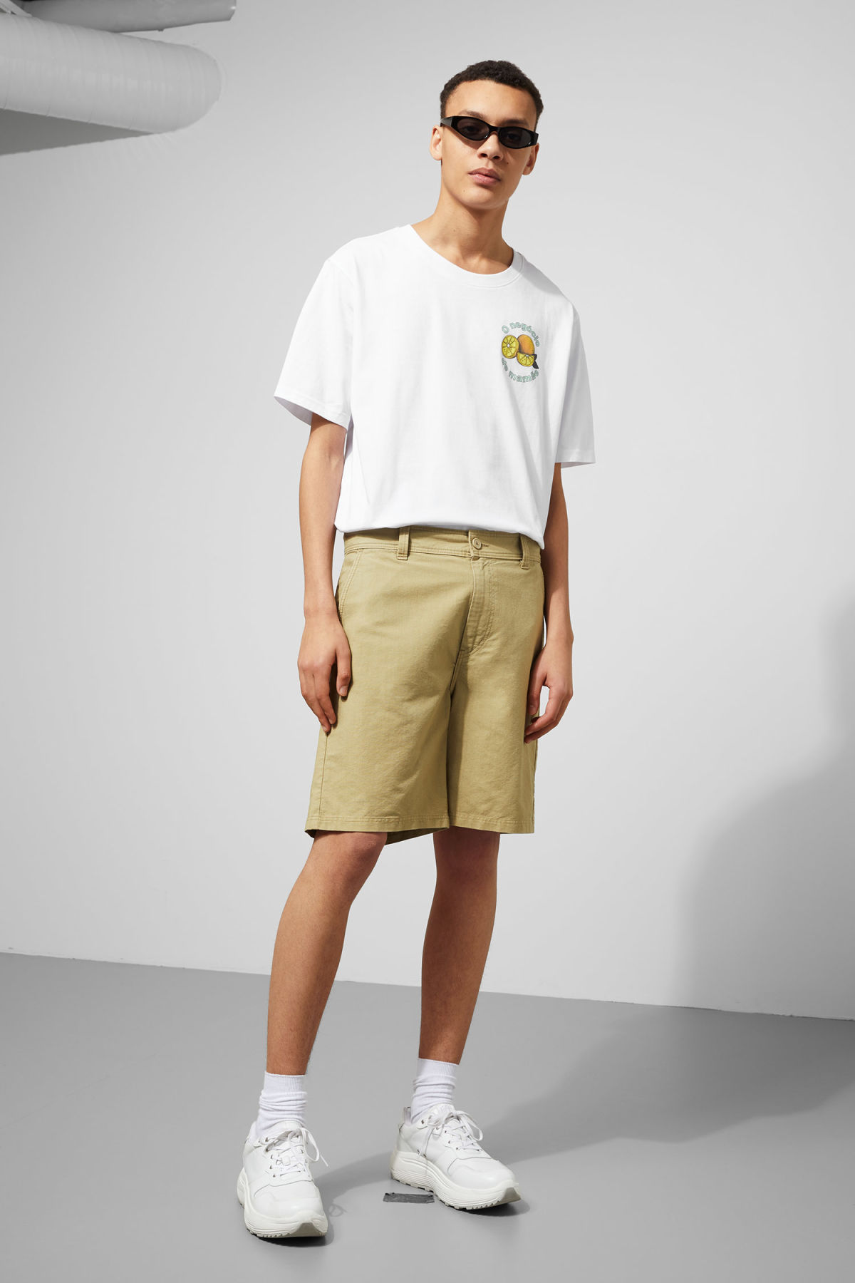 Model front image of Weekday harlem shorts in beige