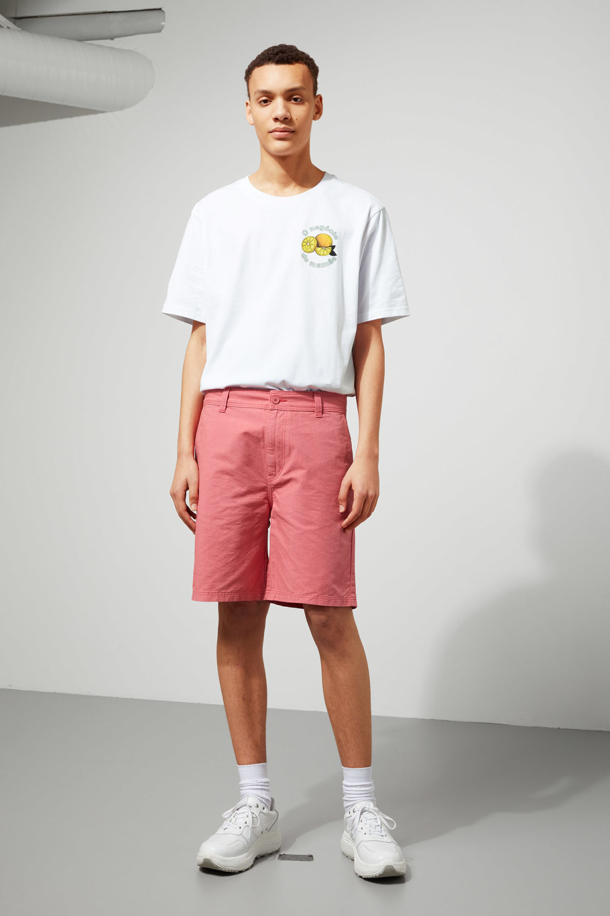 Model front image of Weekday harlem shorts in pink