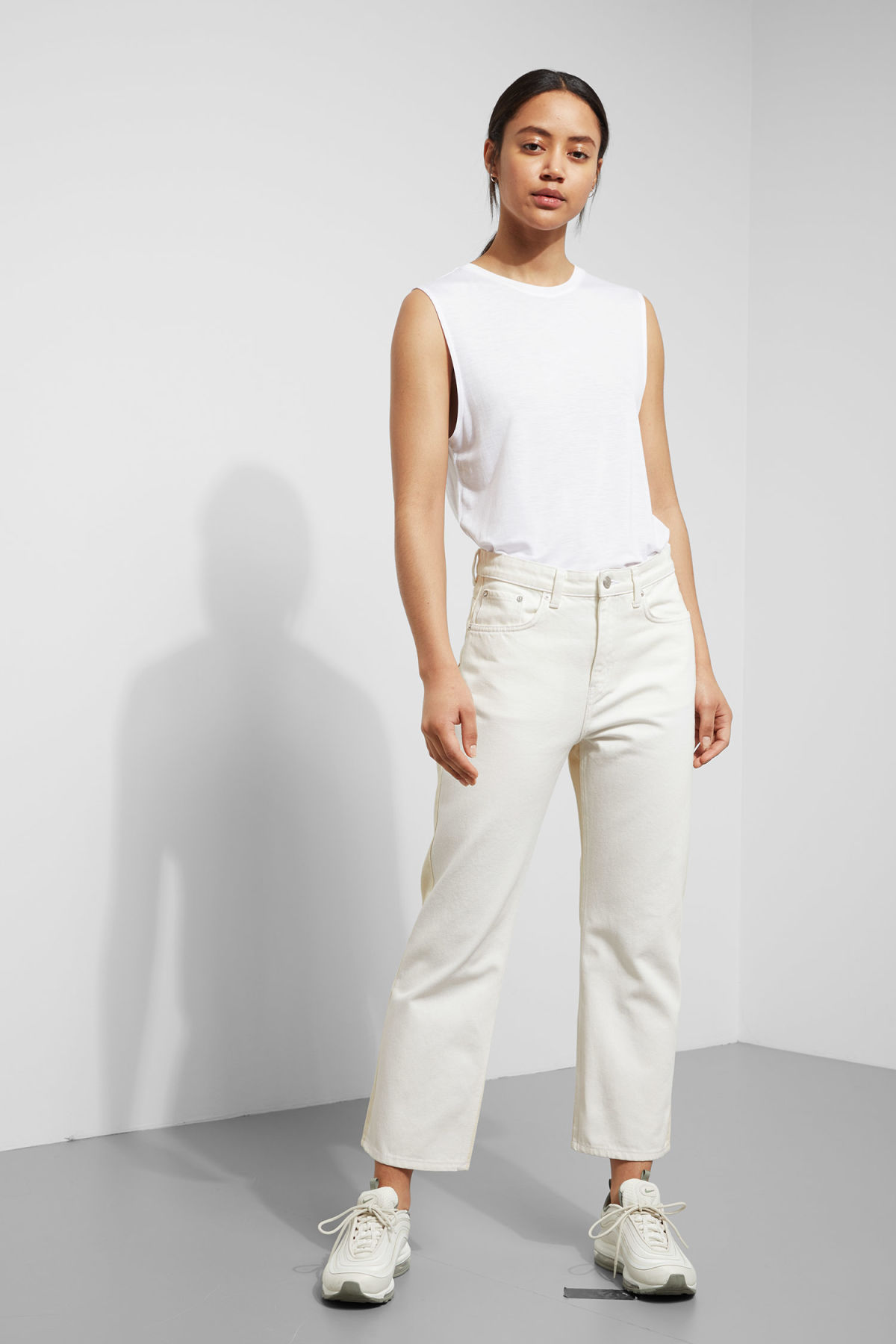 Model front image of Weekday voyage 2-tone jeans in white