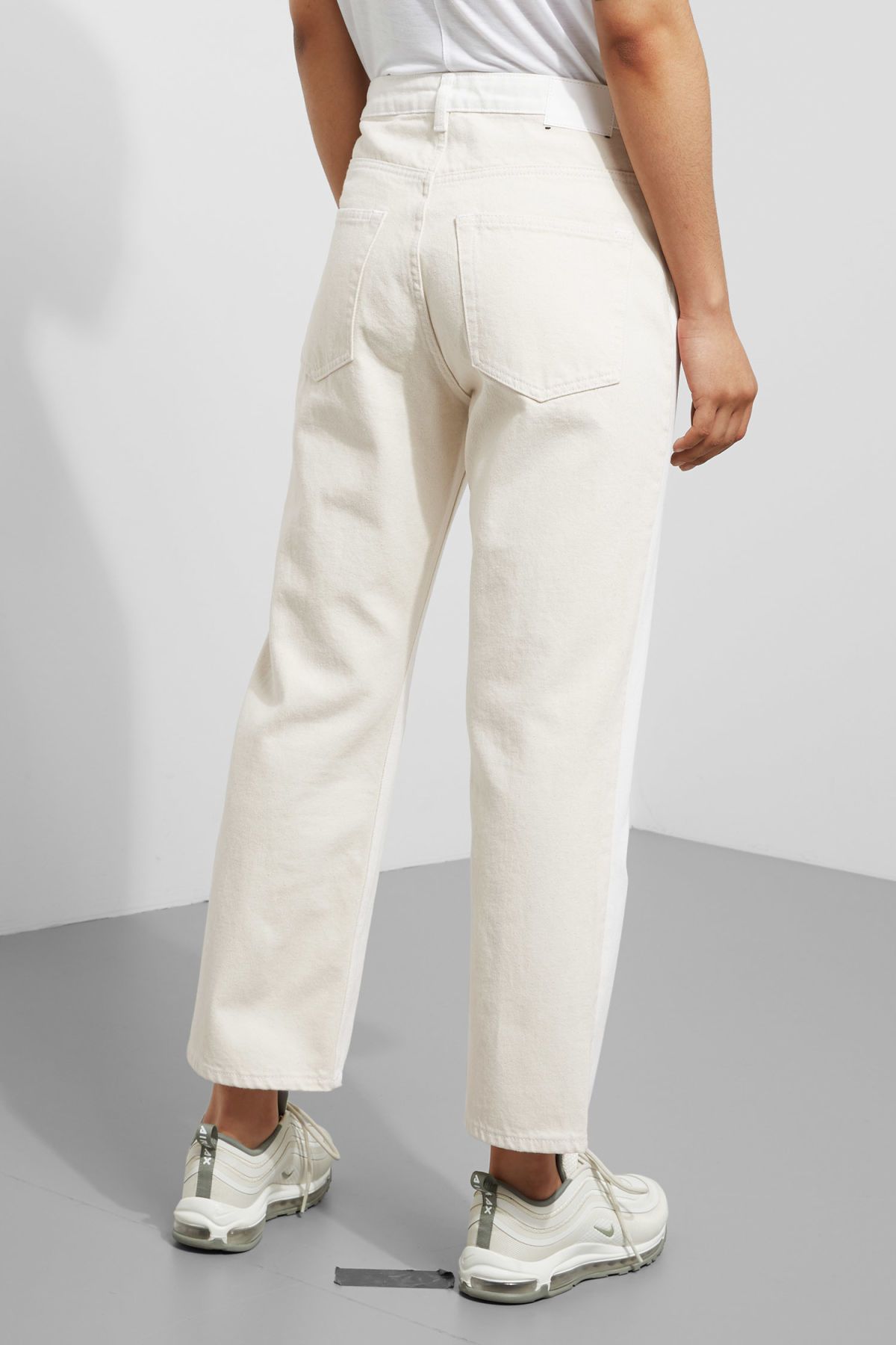 Model side image of Weekday voyage 2-tone jeans in white