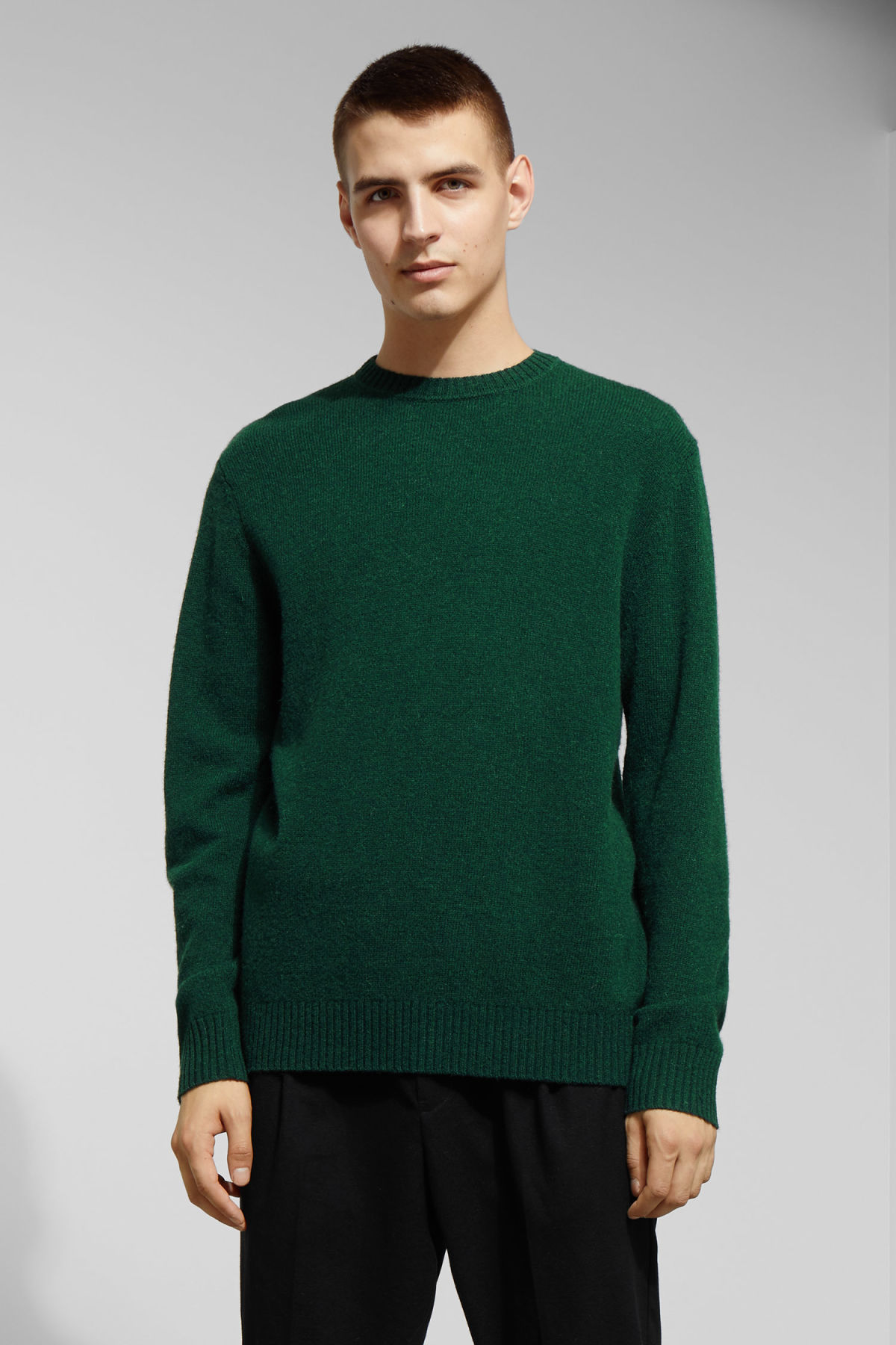 Model front image of Weekday richie wool sweater in green