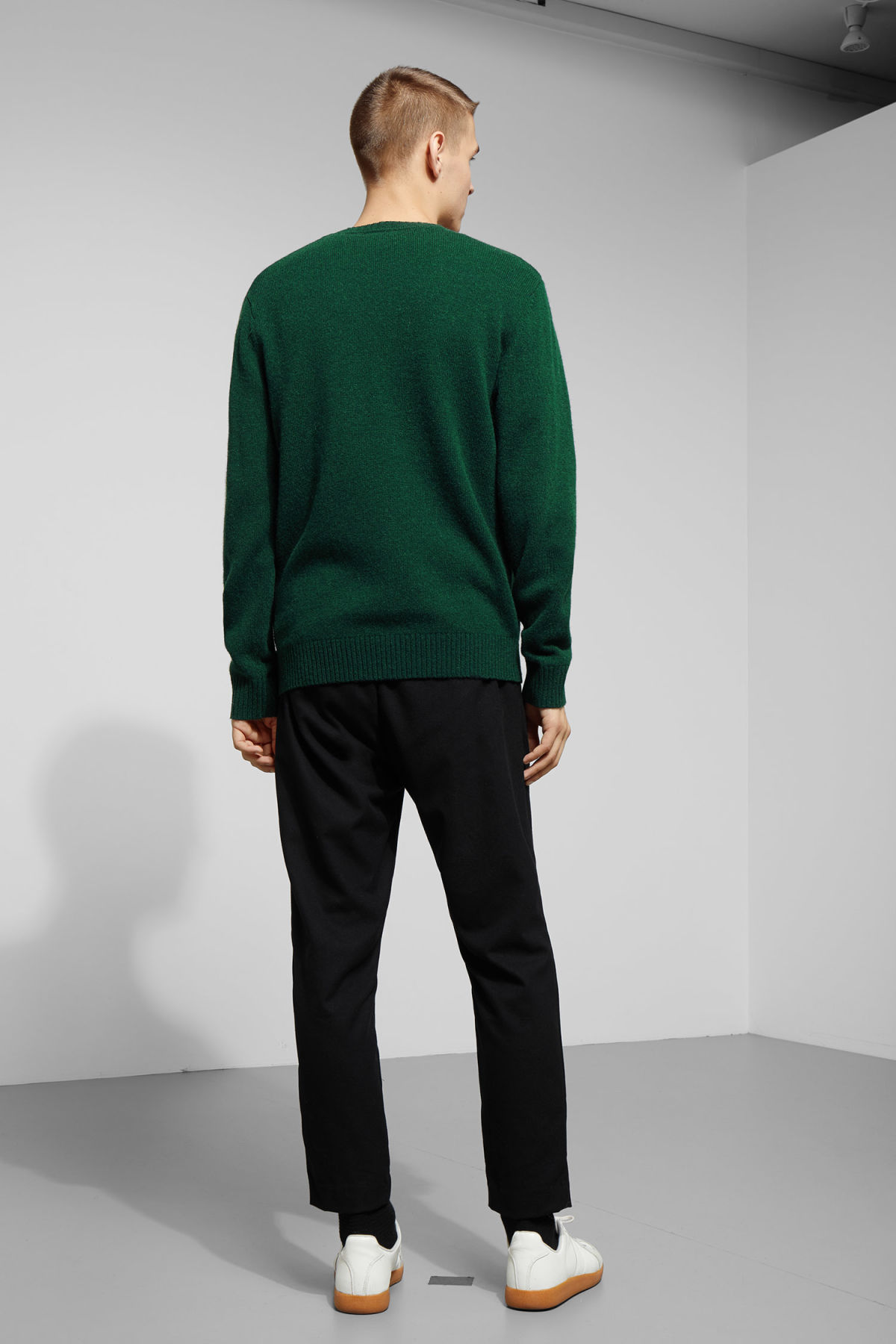 Model back image of Weekday richie wool sweater in green