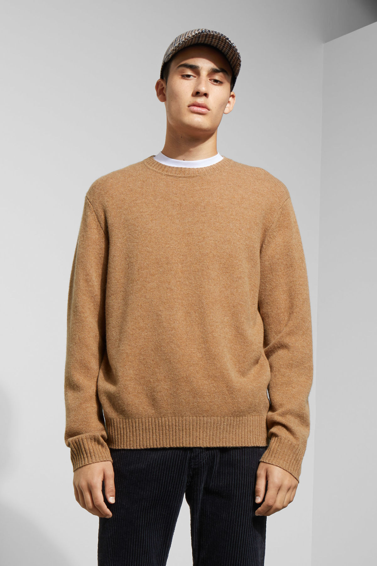 Model front image of Weekday richie wool sweater in beige