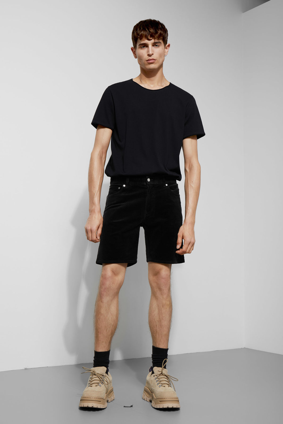 Model front image of Weekday lucas corduroy shorts in black
