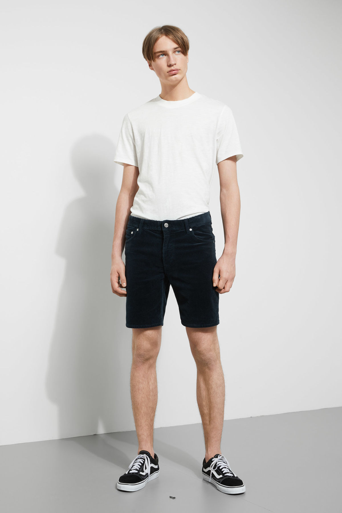 Model front image of Weekday lucas corduroy shorts in turquoise