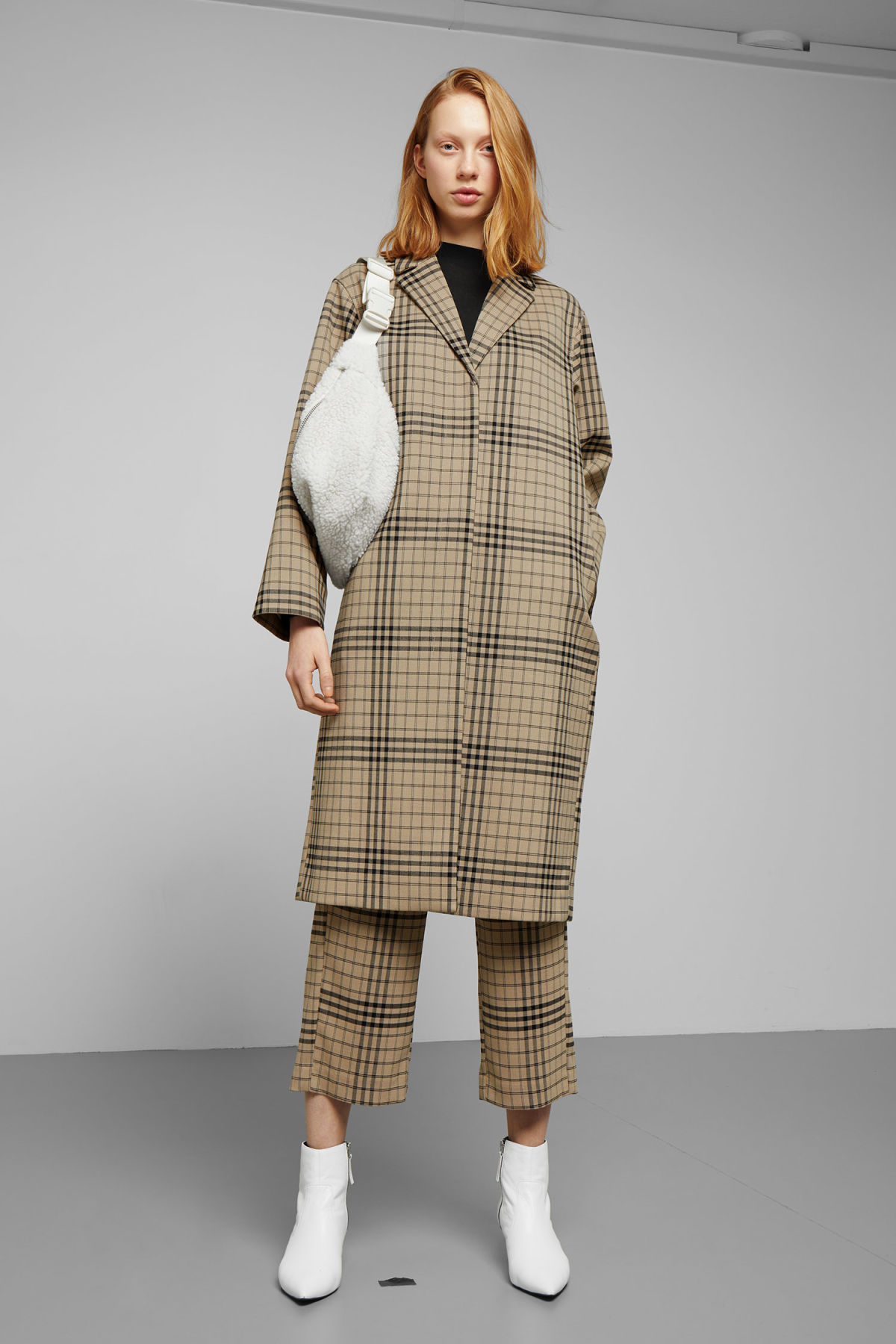 Model front image of Weekday lond checked coat in beige