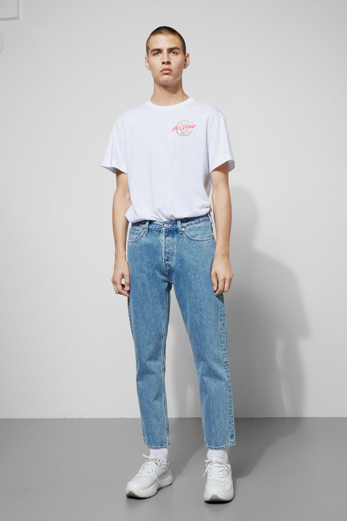 Model front image of Weekday vacant cropped sky blue jeans in blue