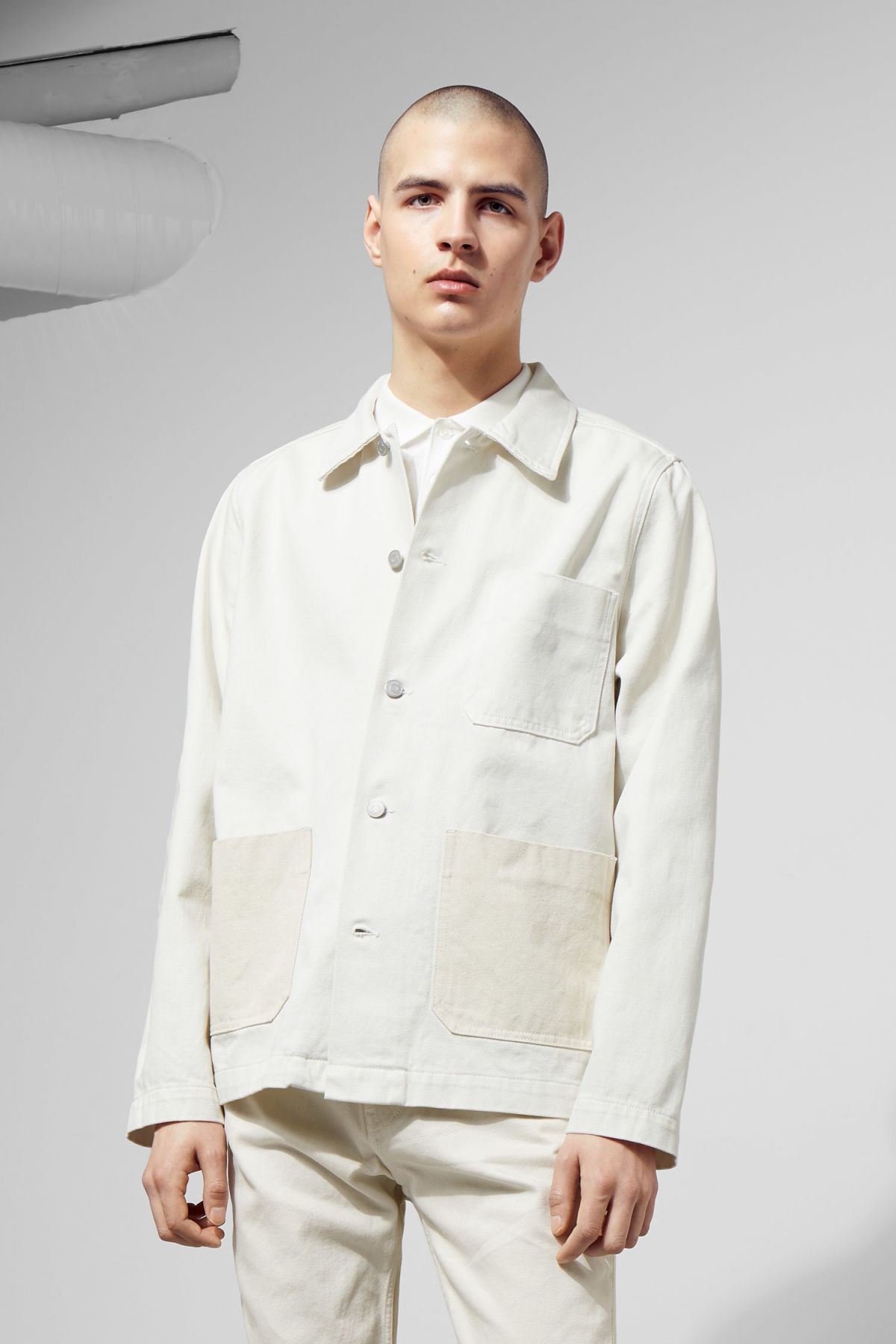 Model front image of Weekday generic two-toned jacket in white