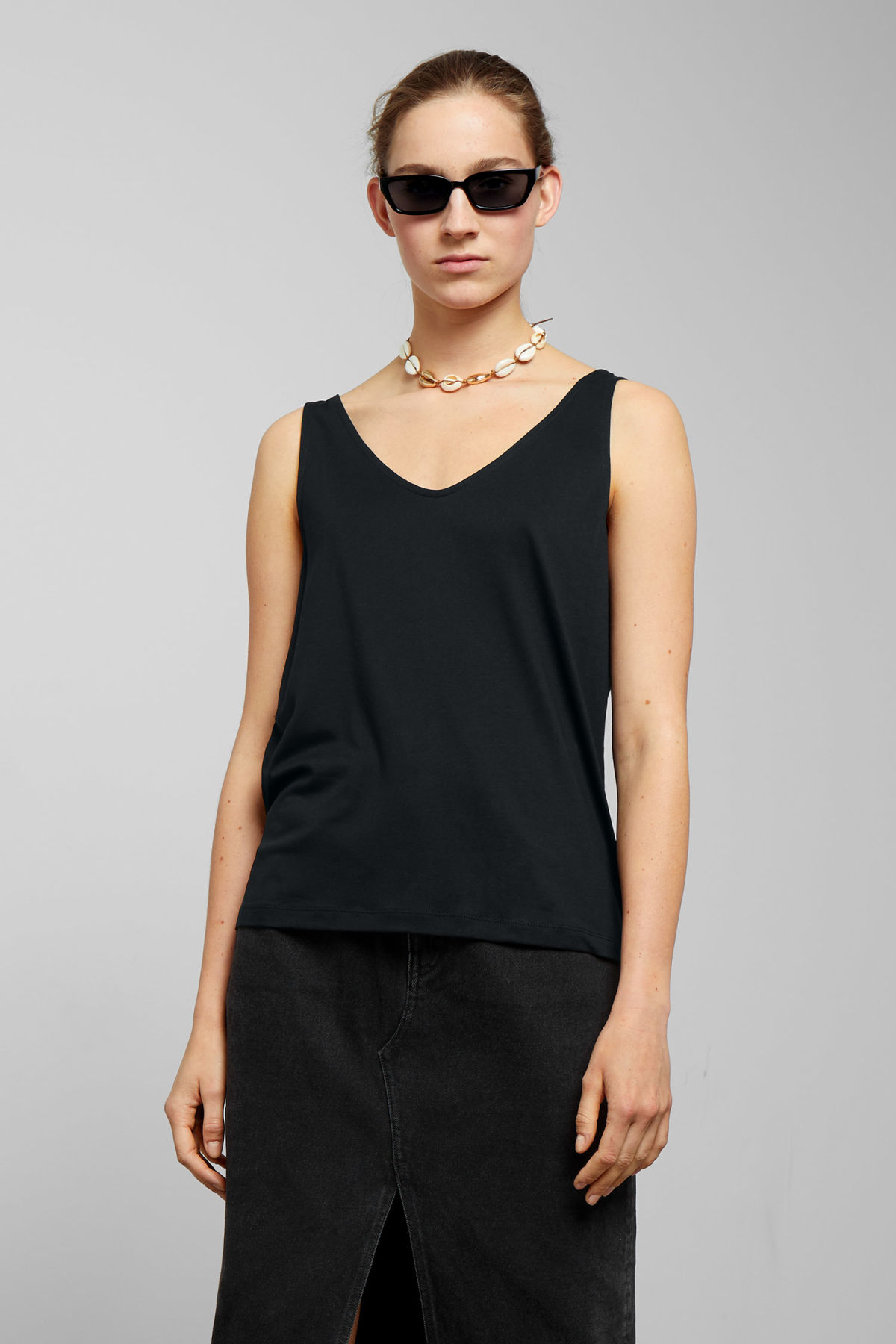 Model front image of Weekday abby tank top in black