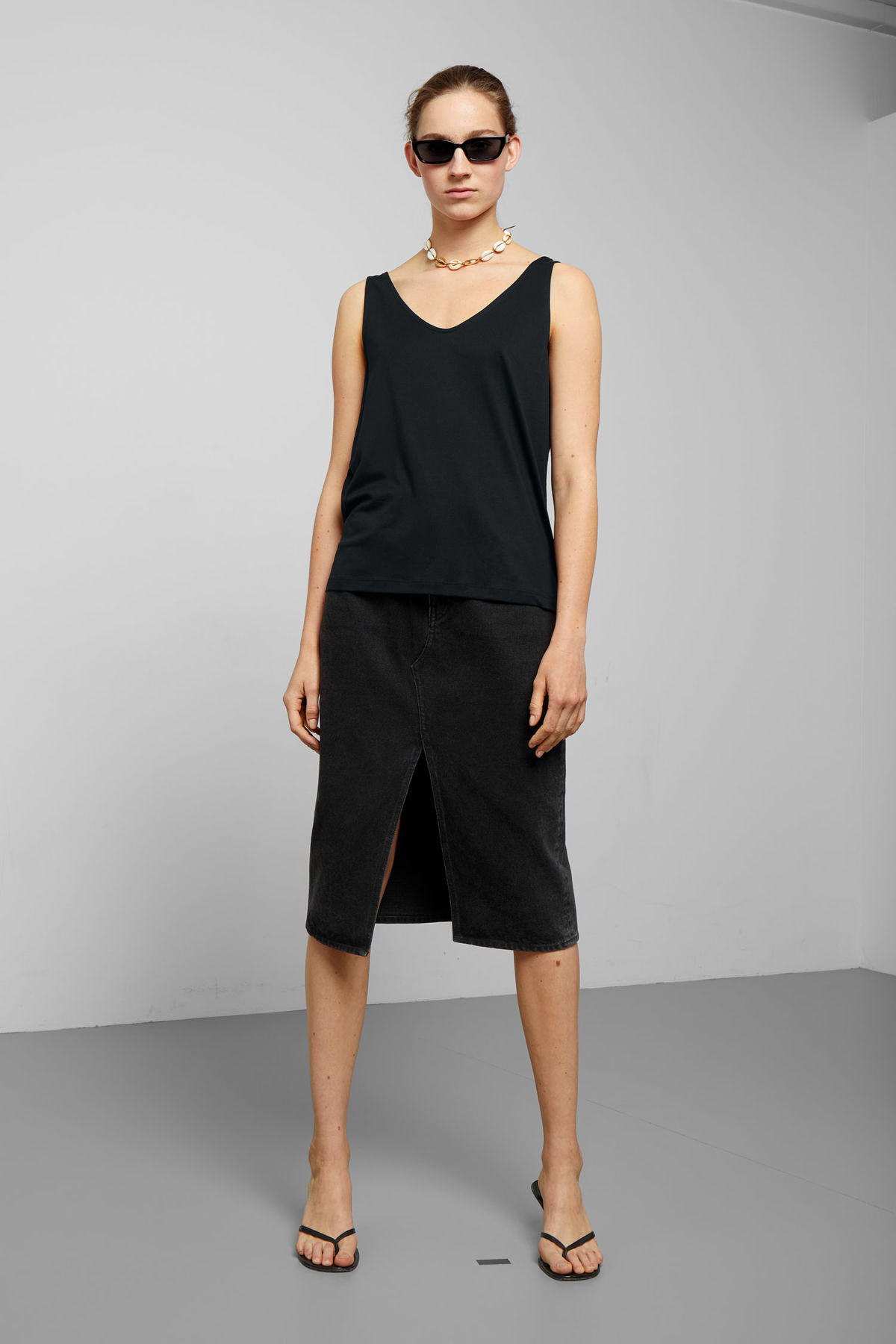 Model side image of Weekday abby tank top in black