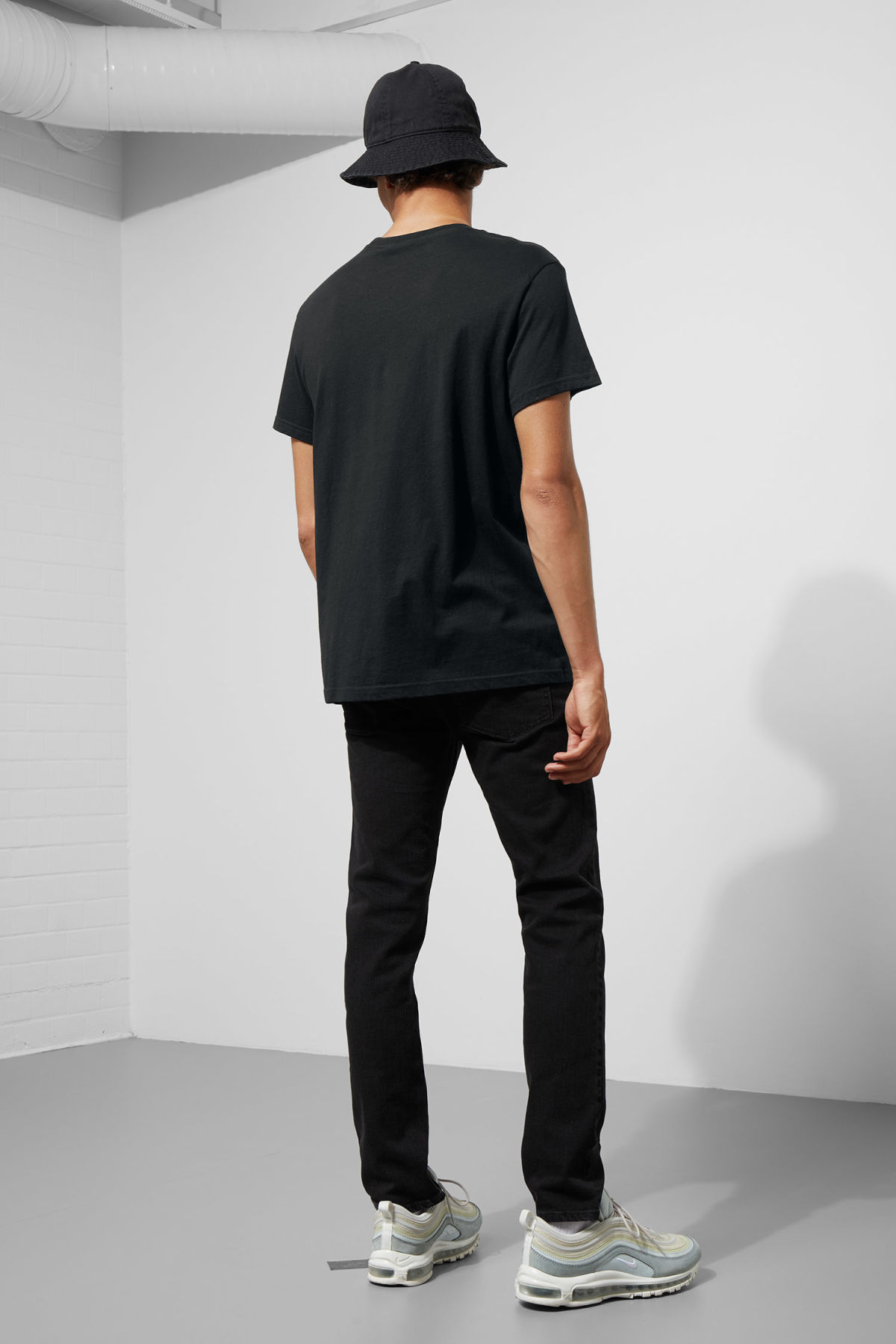 Model back image of Weekday standard hacker logo tee in black