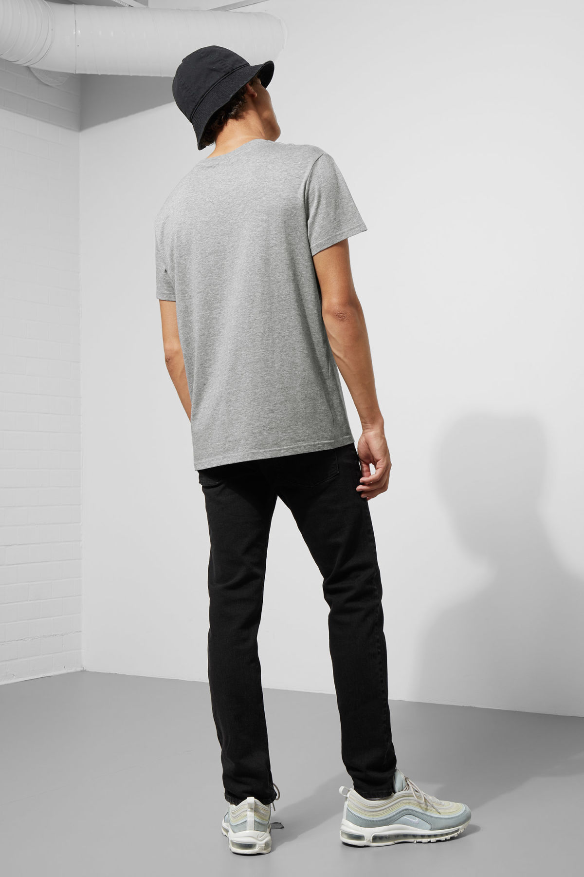 Model back image of Weekday standard hacker logo tee in grey