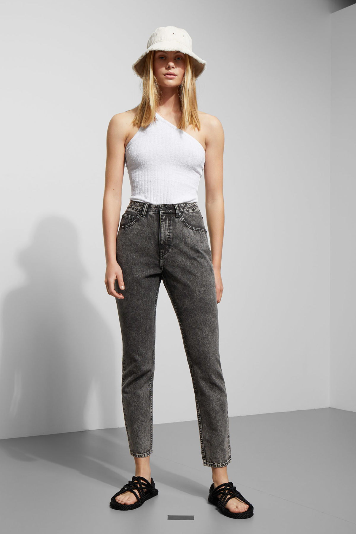 Model front image of Weekday donna black noise jeans in black