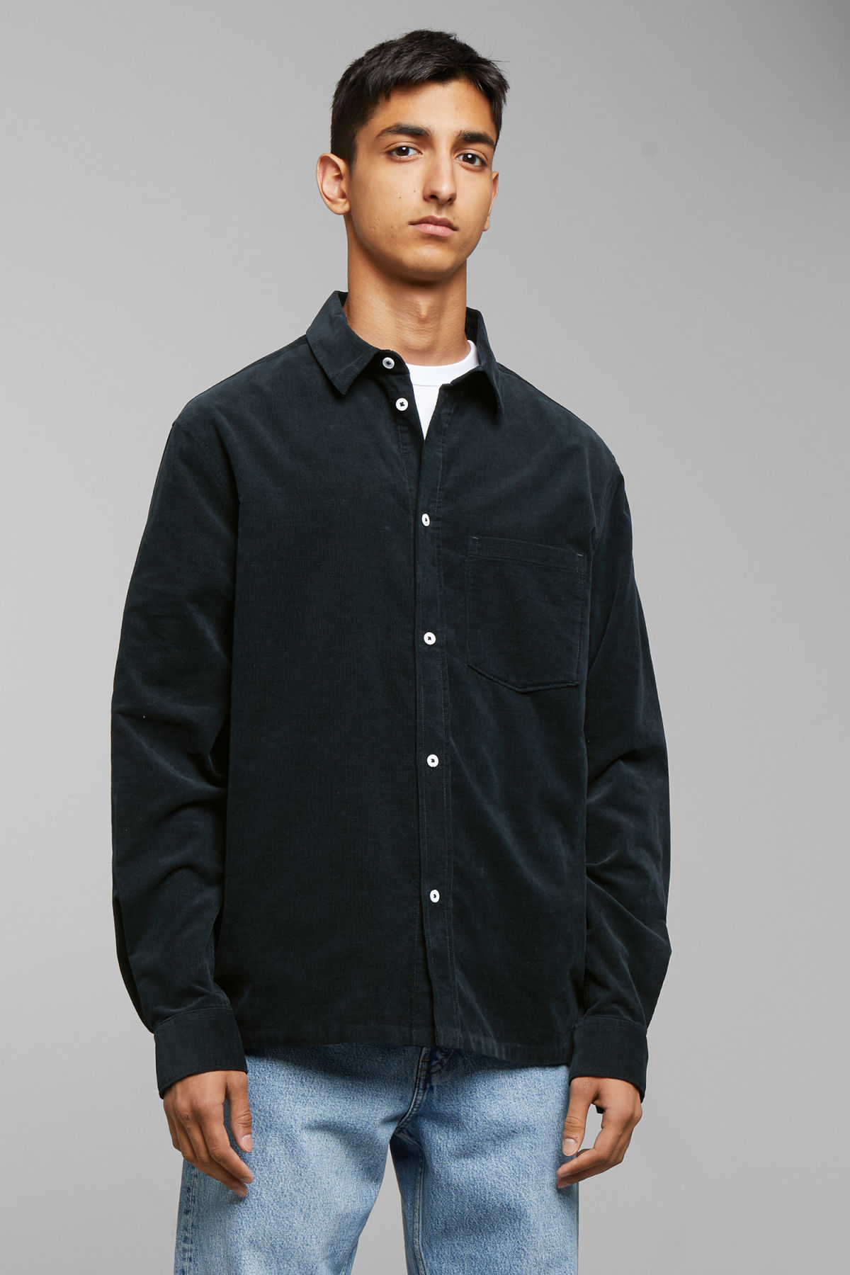 Model back image of Weekday wise cord shirt in blue