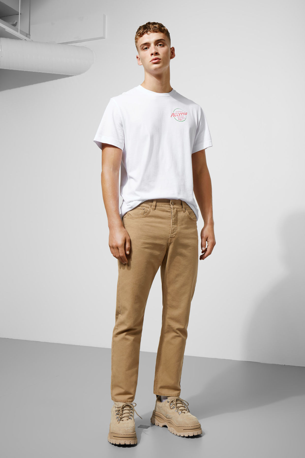 Model front image of Weekday vacant cropped canvas trousers in beige