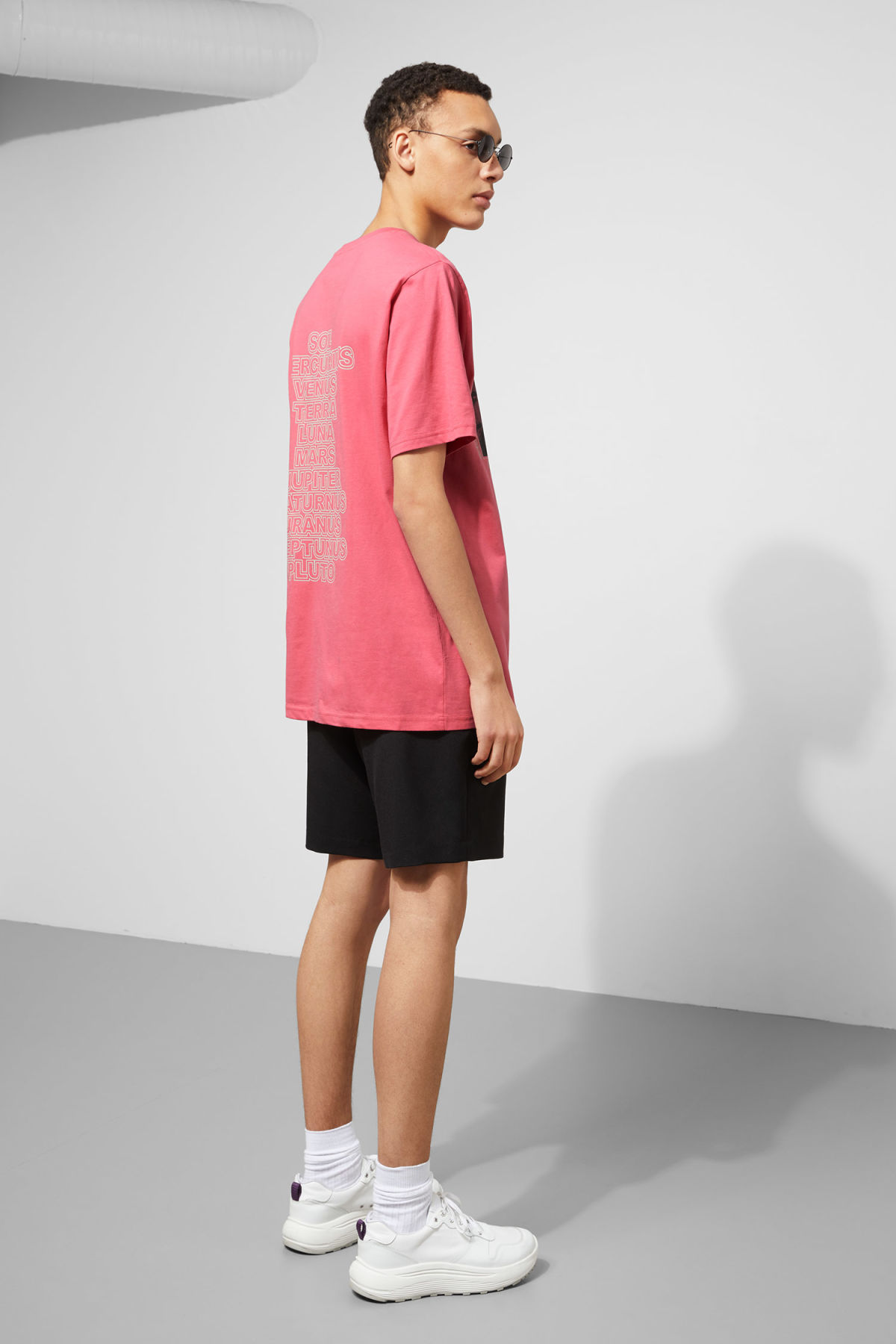 Model back image of Weekday frank sun t-shirt in pink