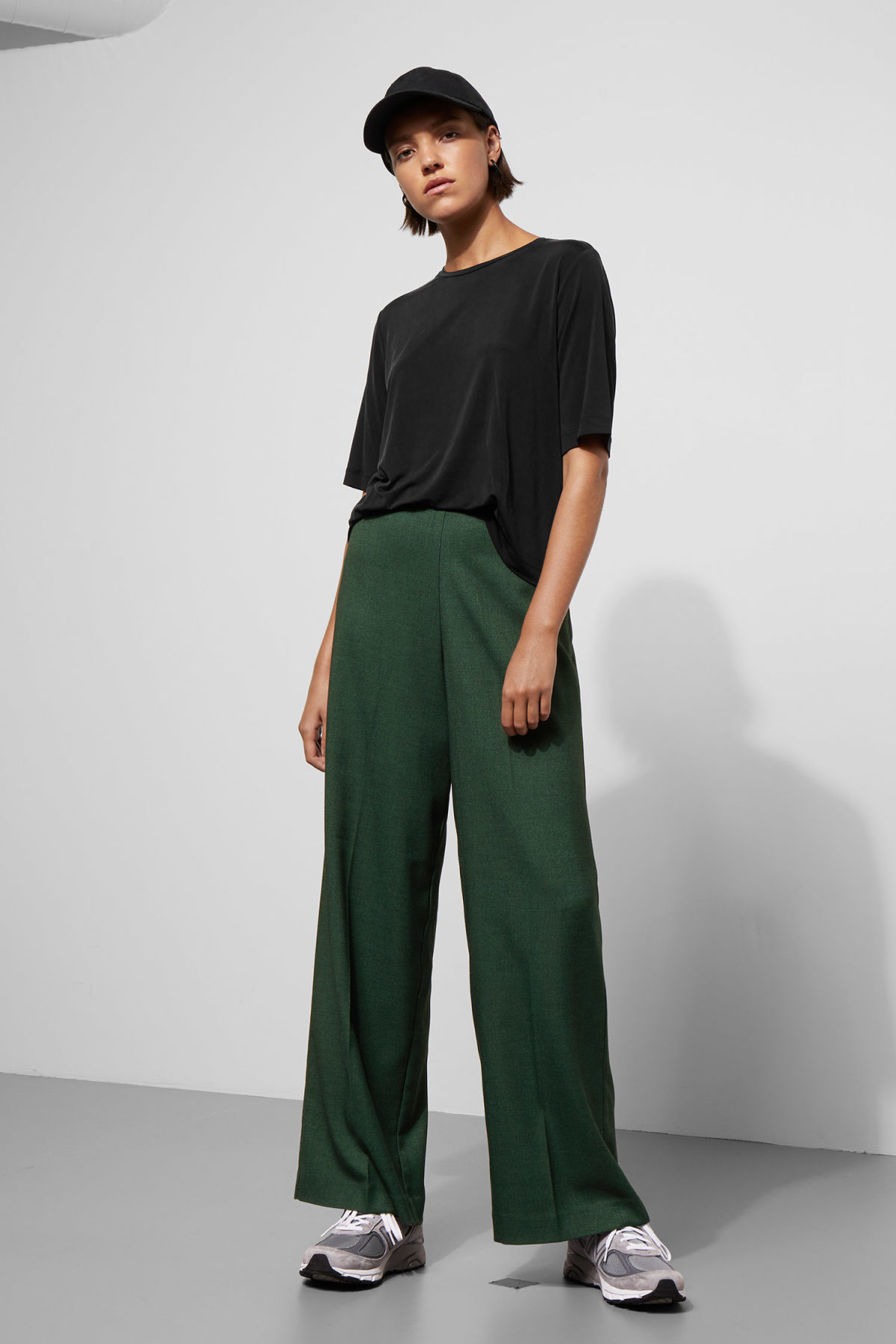 timeless design 8e618 d1480 Model front image of Weekday julia twill trousers in green