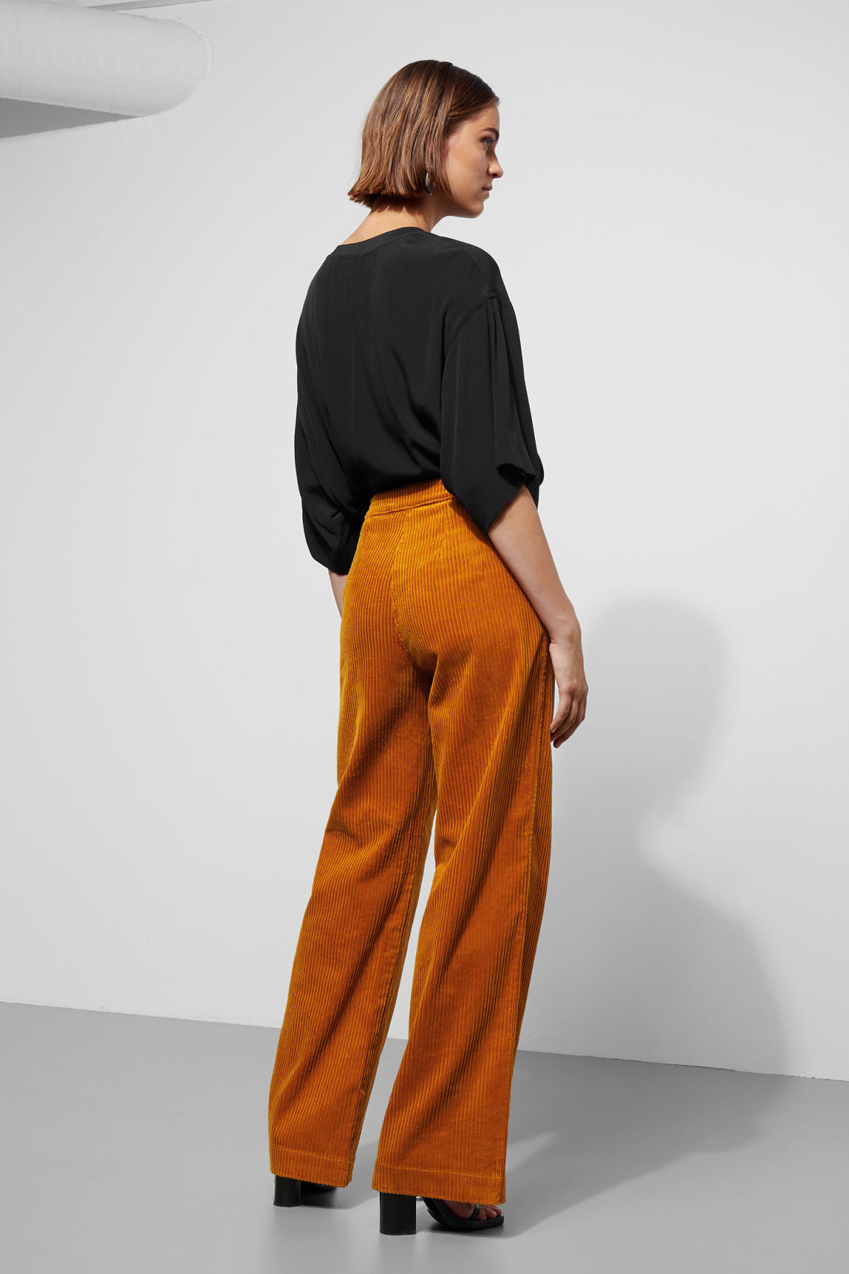 Model back image of Weekday livia trousers in yellow