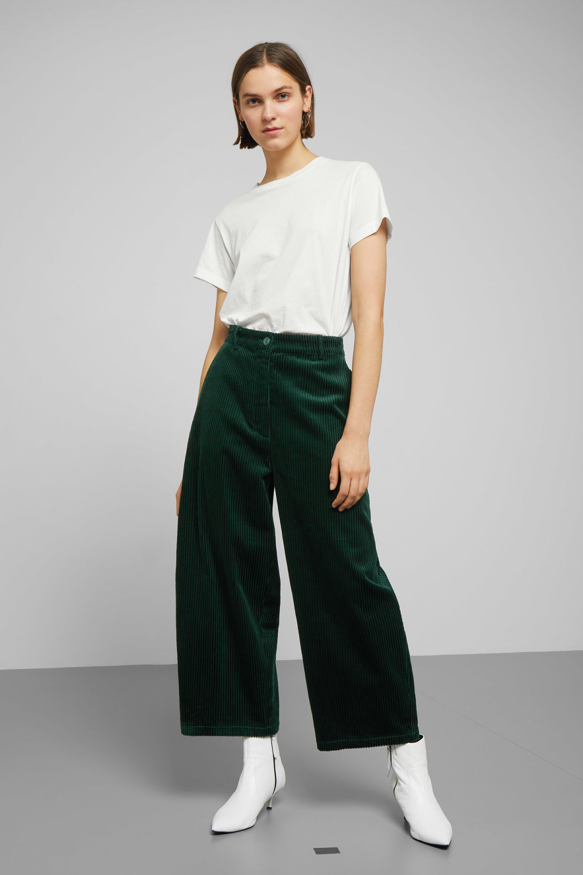 Model front image of Weekday livia trousers in green
