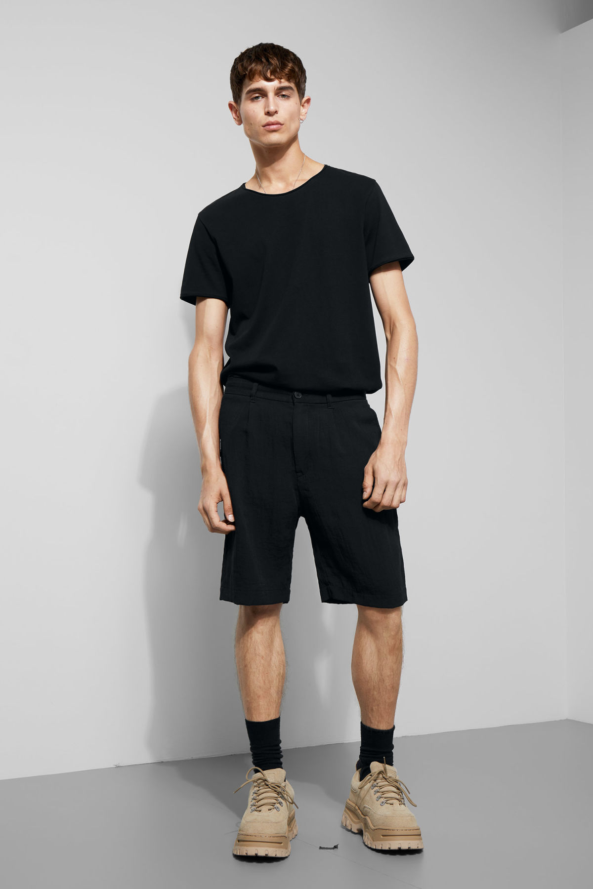 Model front image of Weekday garda shorts in black