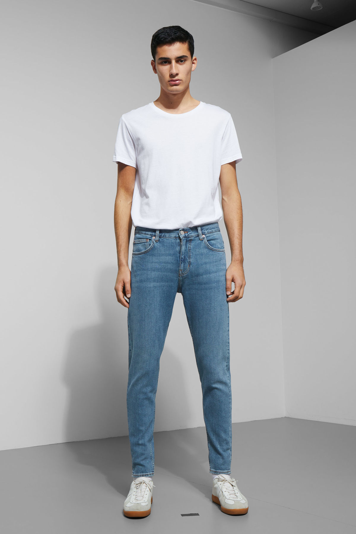 Model front image of Weekday cone ratio blue jeans in blue