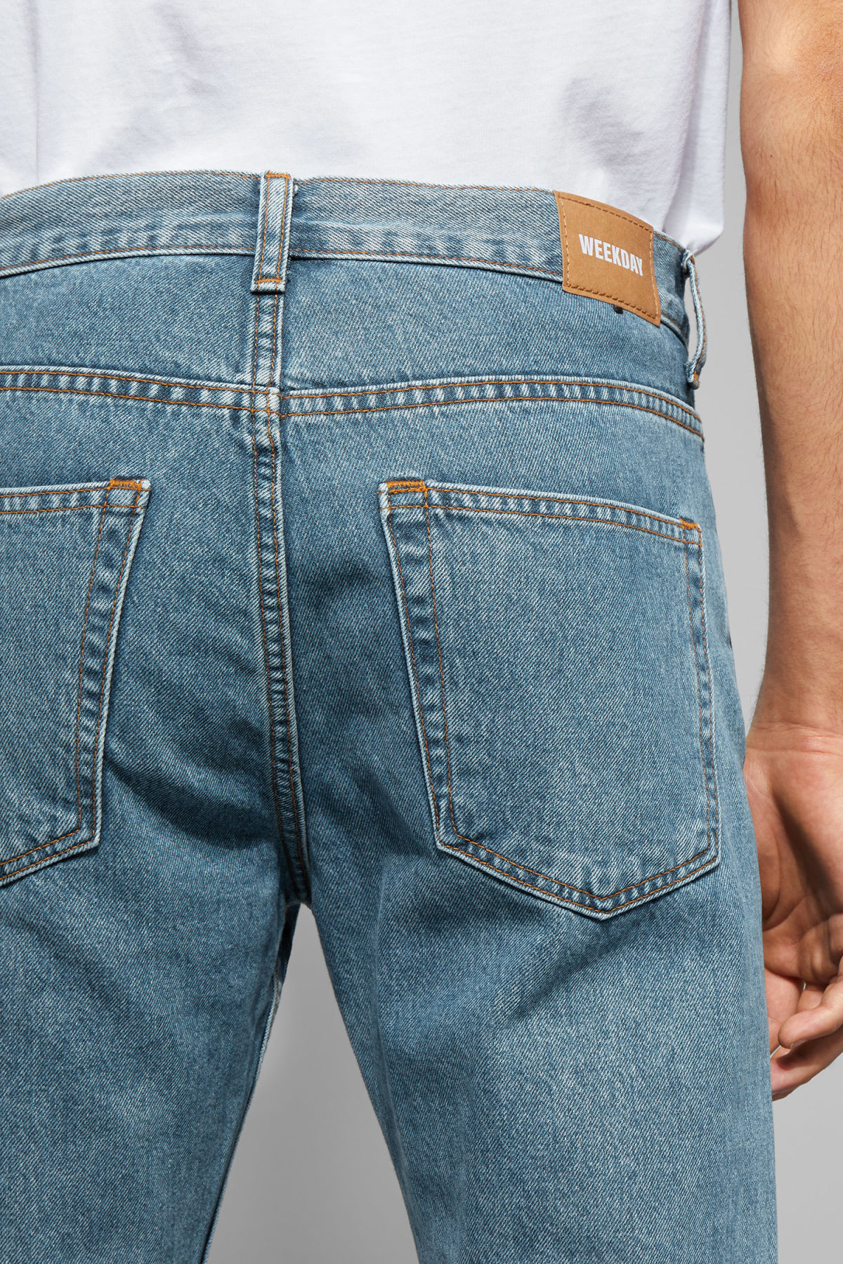 Model back image of Weekday vacant arizon blue jeans in blue
