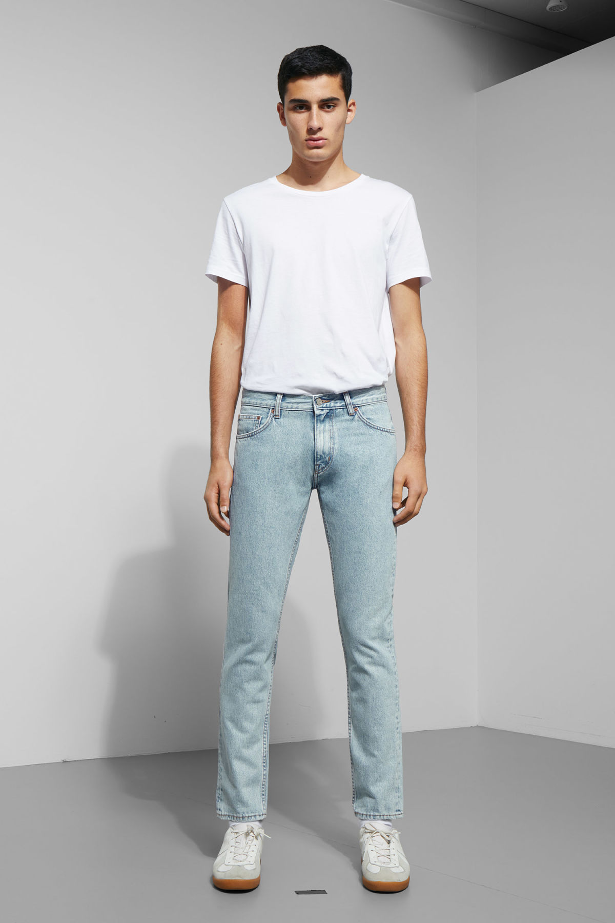 Model front image of Weekday friday best blue jeans in blue