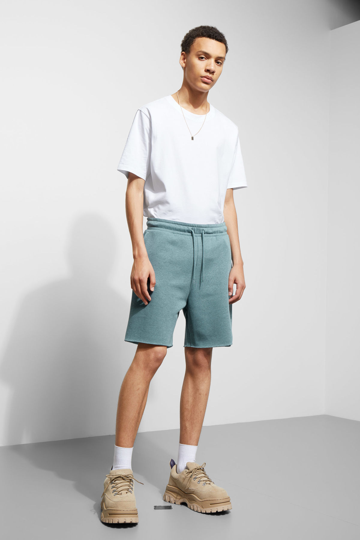 Model front image of Weekday sun jersey shorts in blue