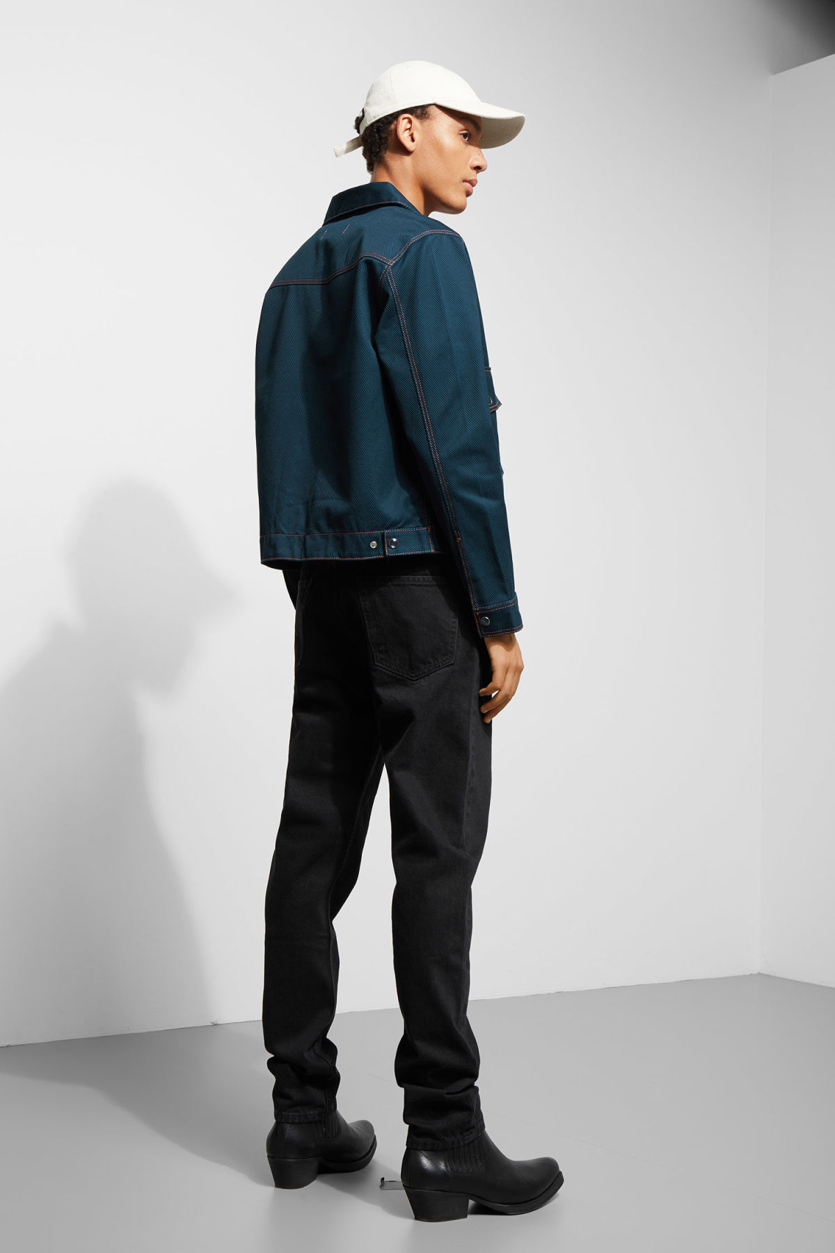 Model back image of Weekday cobra jacket in blue