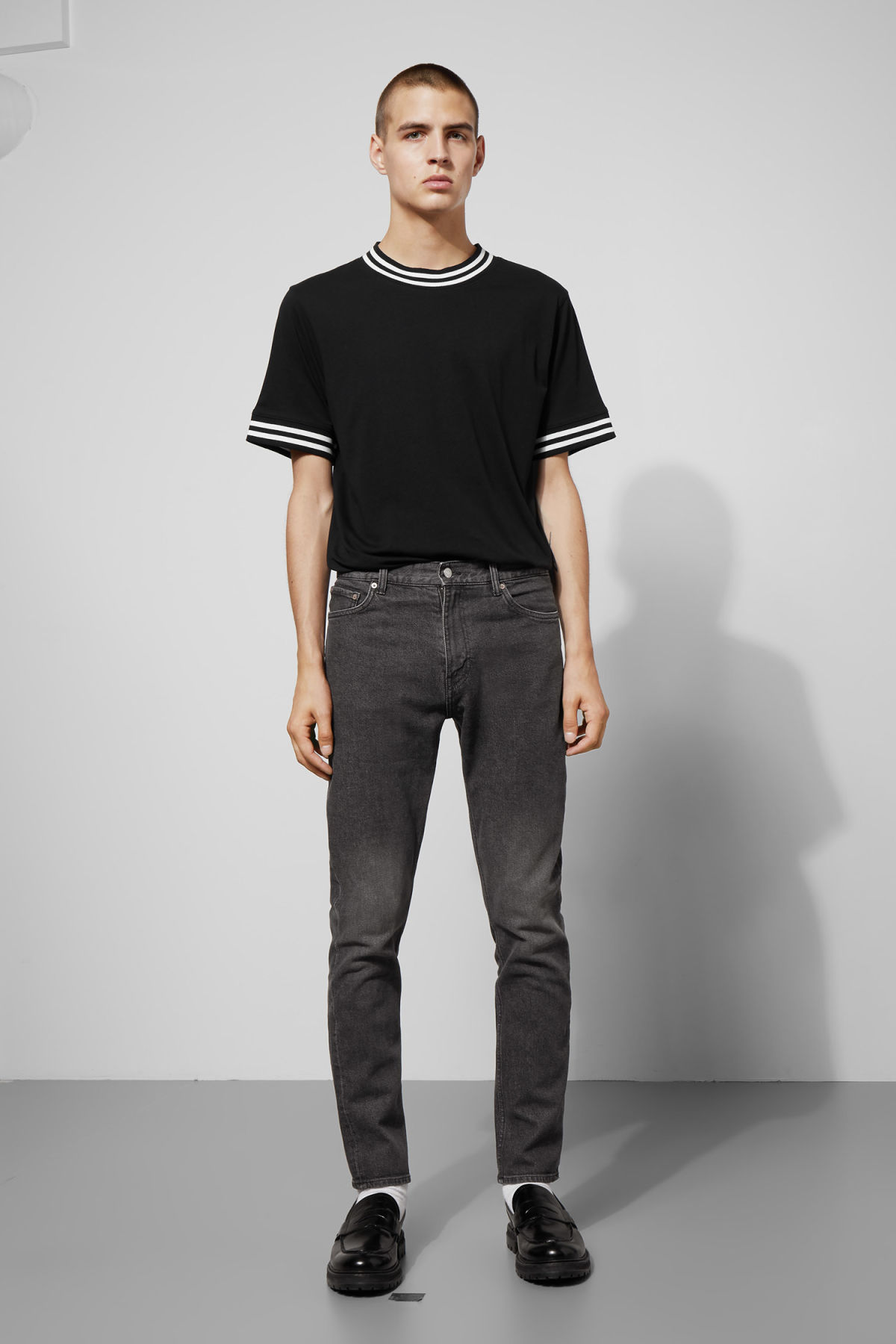 Model front image of Weekday autobahn stein grey jeans in black