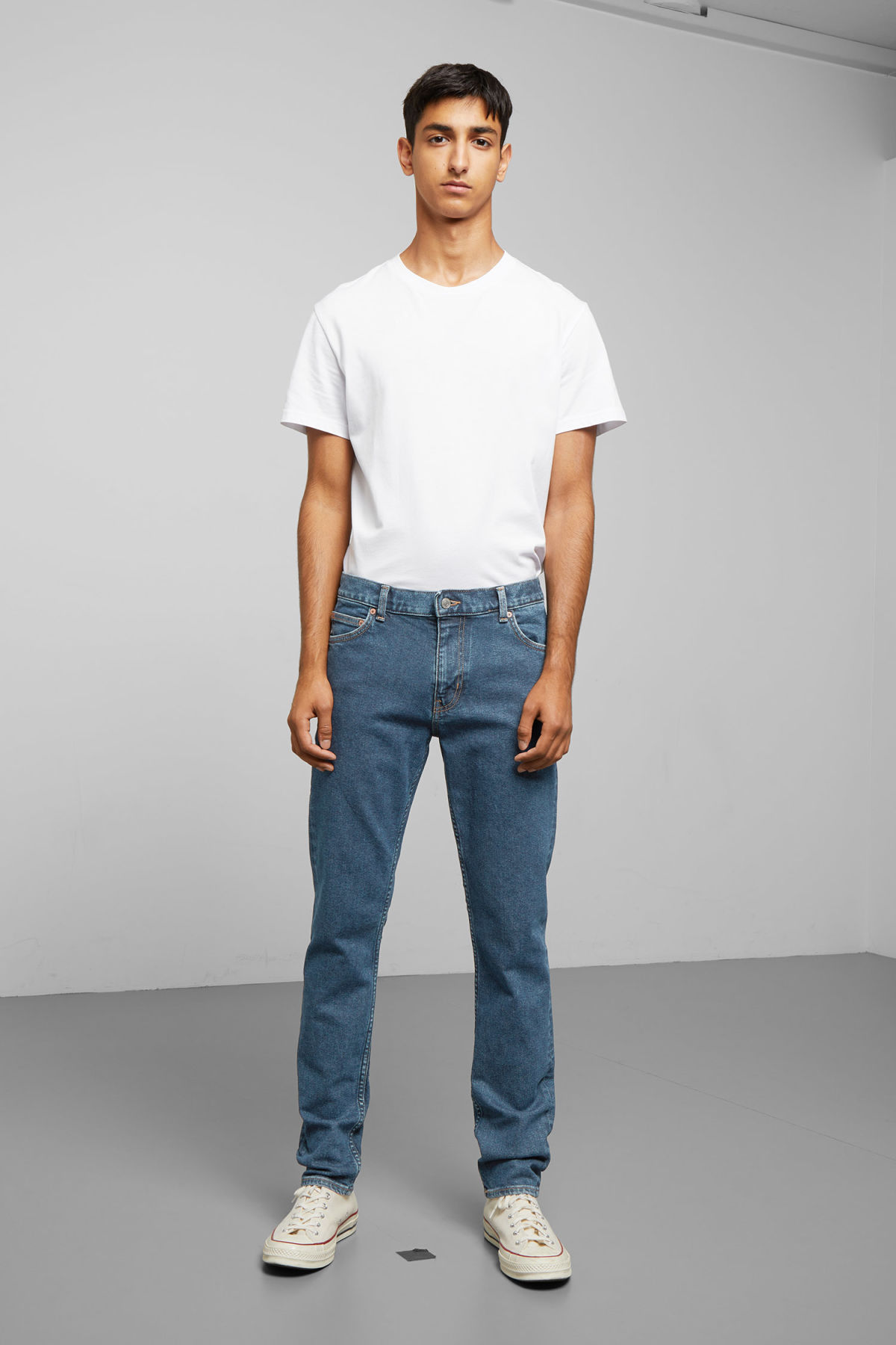Model front image of Weekday friday denver blue jeans in blue