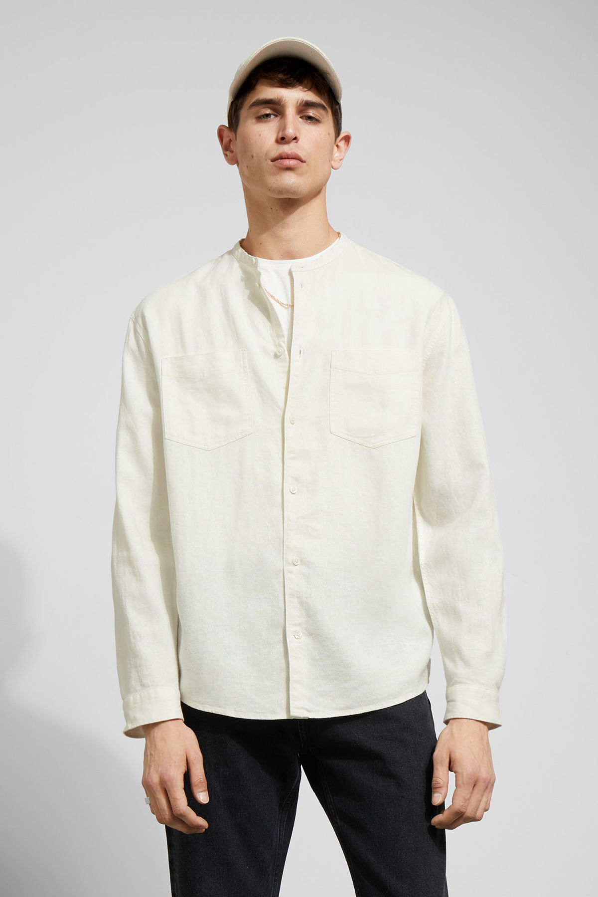 Model front image of Weekday curly linen shirt in white