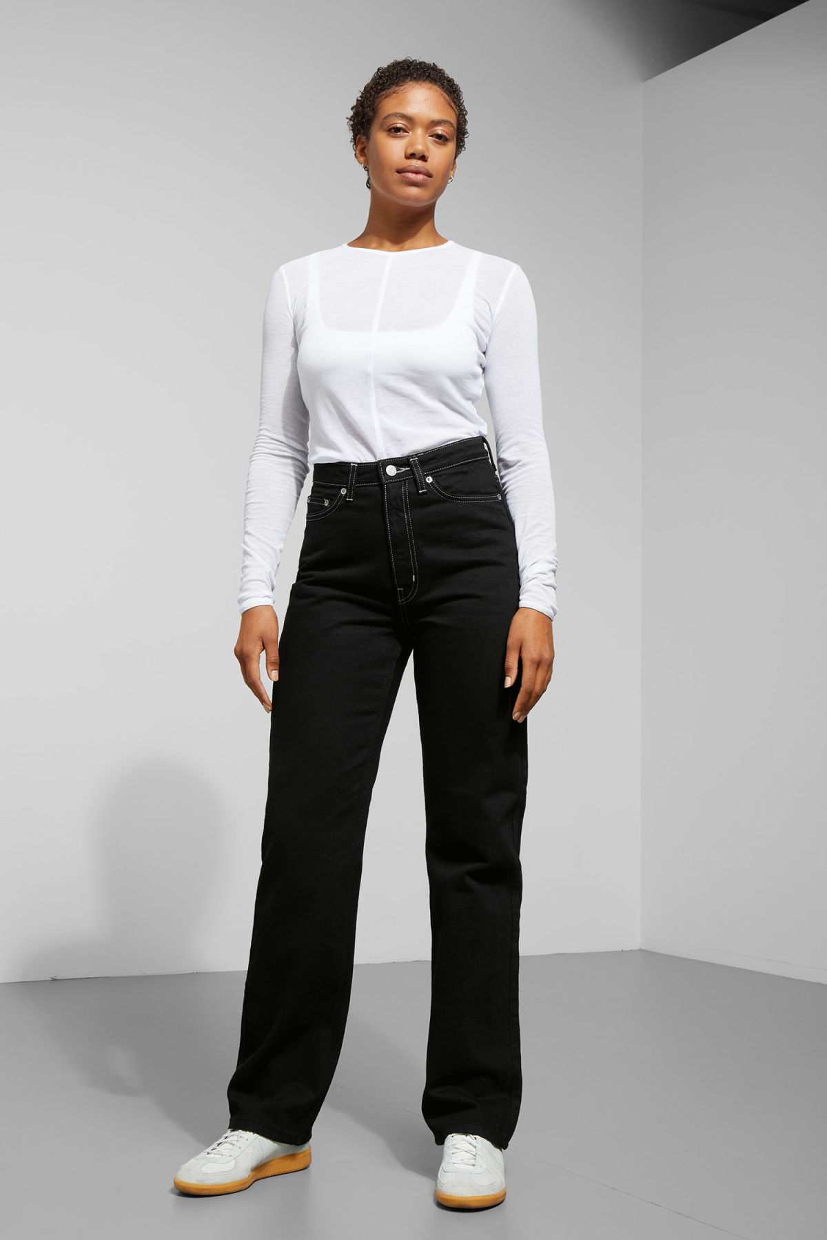 Model front image of Weekday row black jeans in black