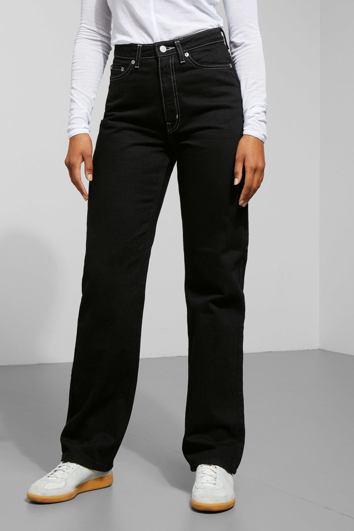 Model back image of Weekday row black jeans in black