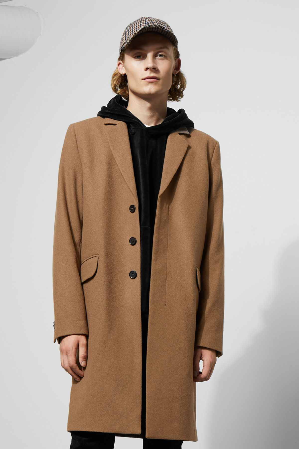 Model back image of Weekday spencer coat in yellow