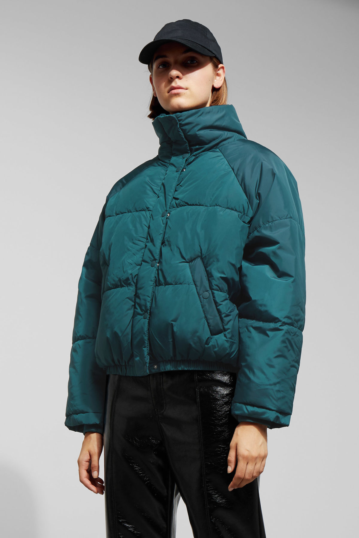 Model front image of Weekday cyntia puffer jacket in turquoise