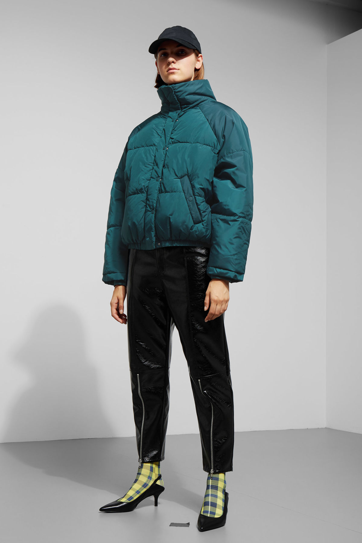 Model side image of Weekday cyntia puffer jacket in turquoise
