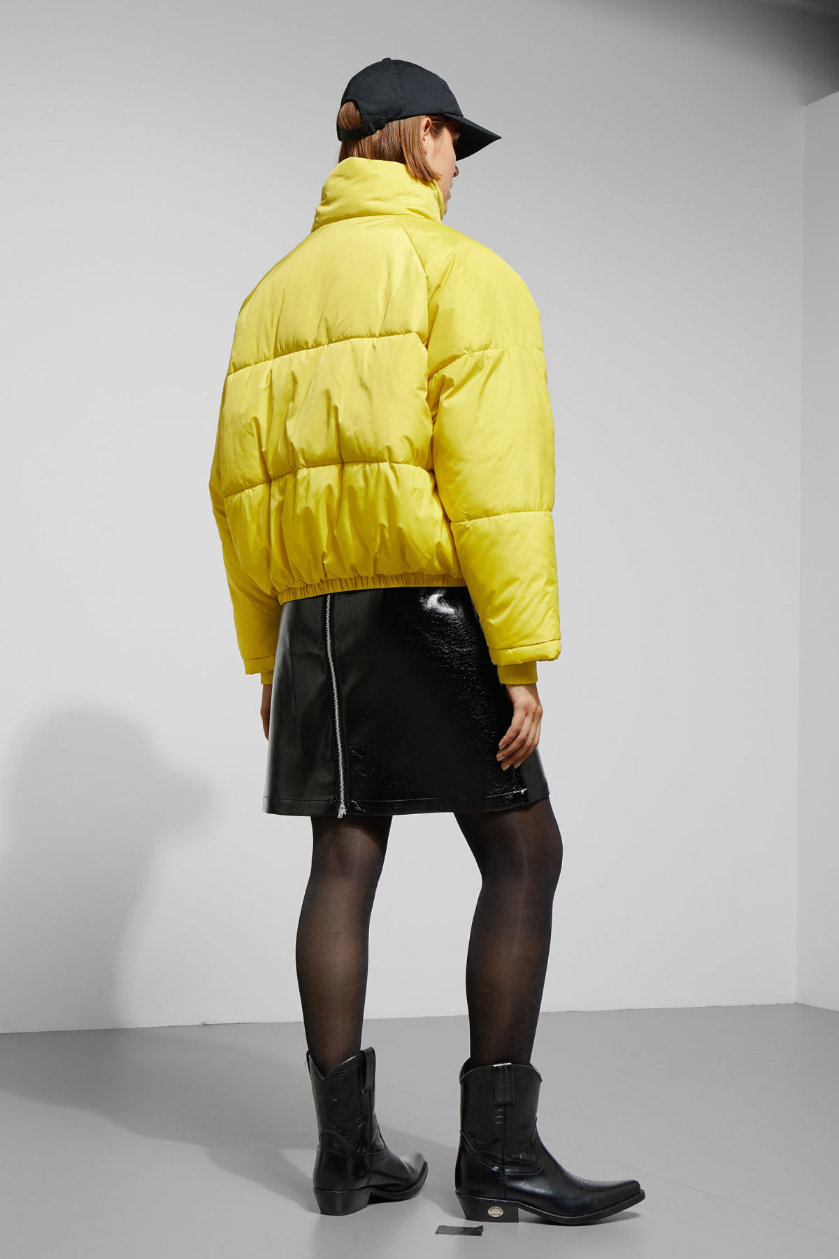 Model back image of Weekday cyntia puffer jacket in yellow