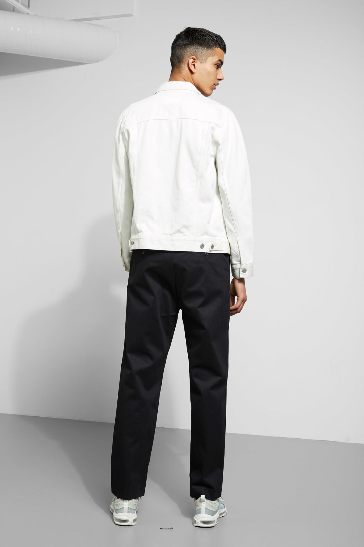 Model back image of Weekday core off white jacket  in white