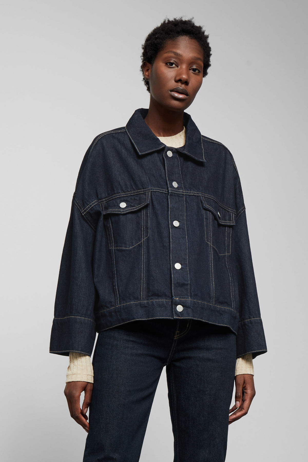 Model front image of Weekday tempera rinsed denim jacket in blue